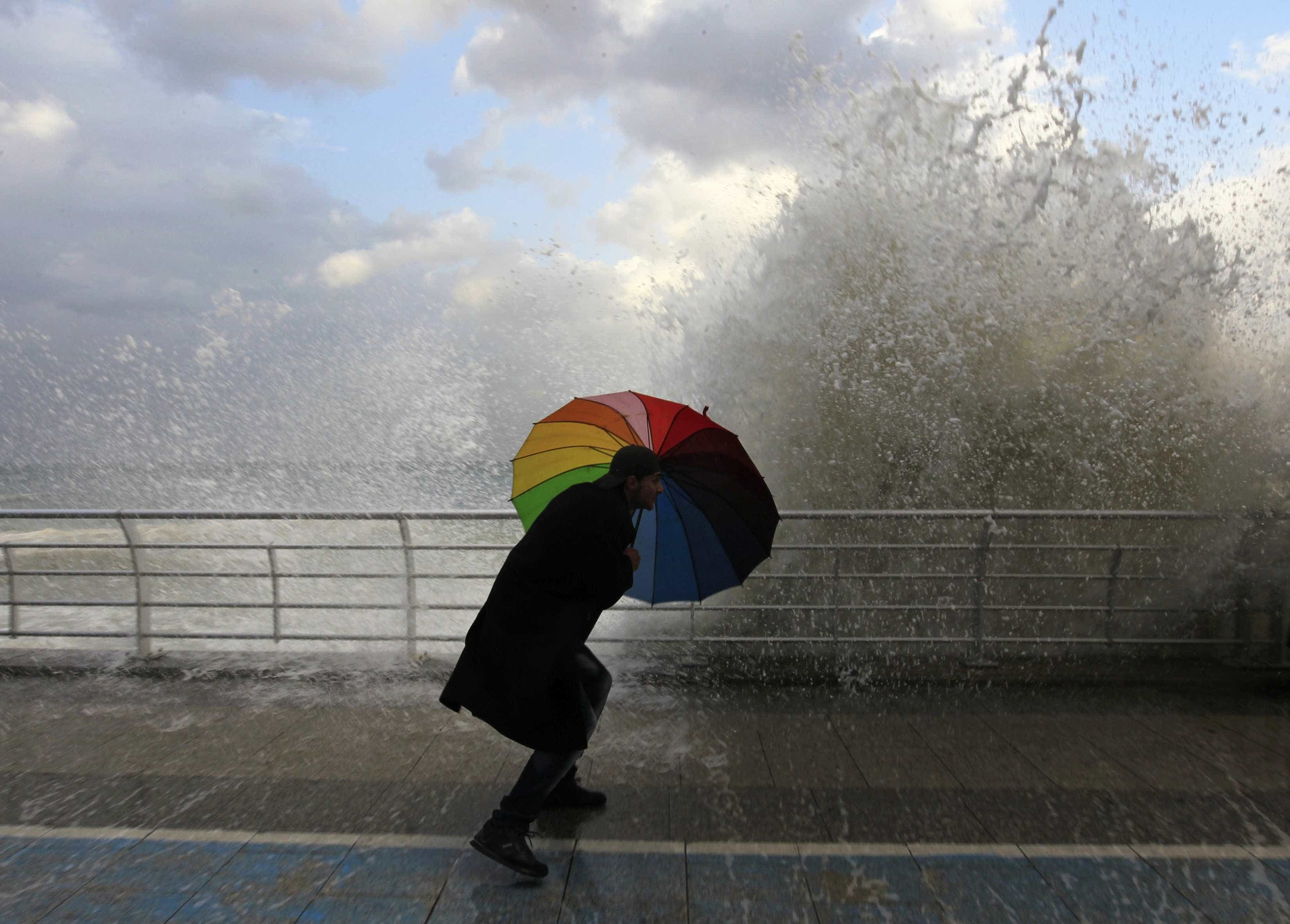 Mau tempo: Sete barras do continente fechadas devido à agitação marítima