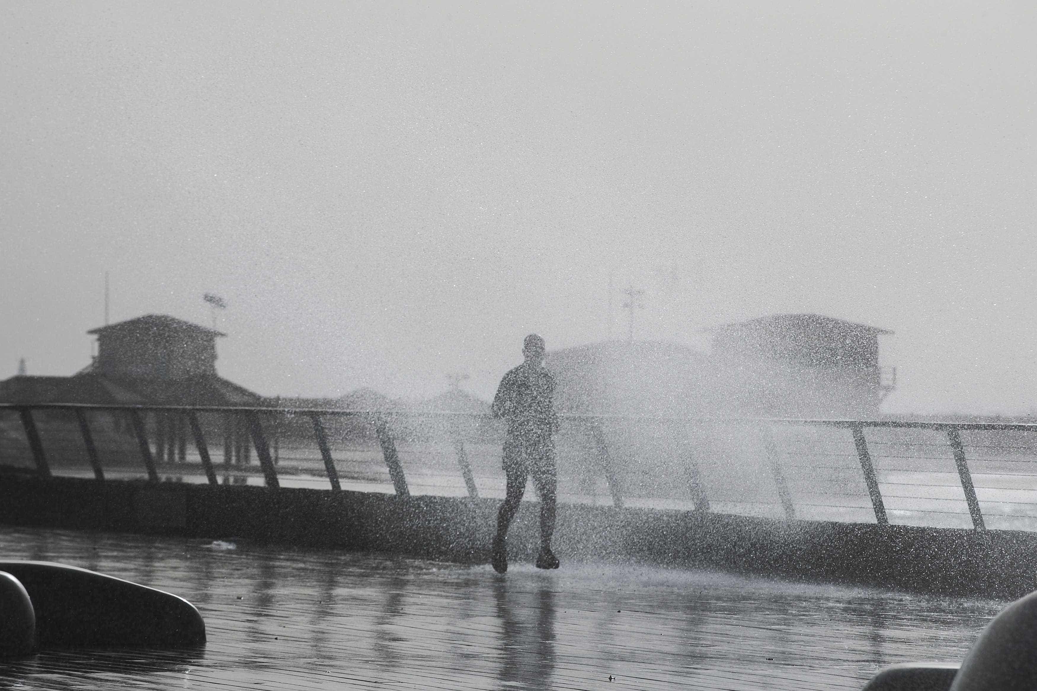 Forte agitação marítima continua e chuva pode vir acompanhada de trovoada