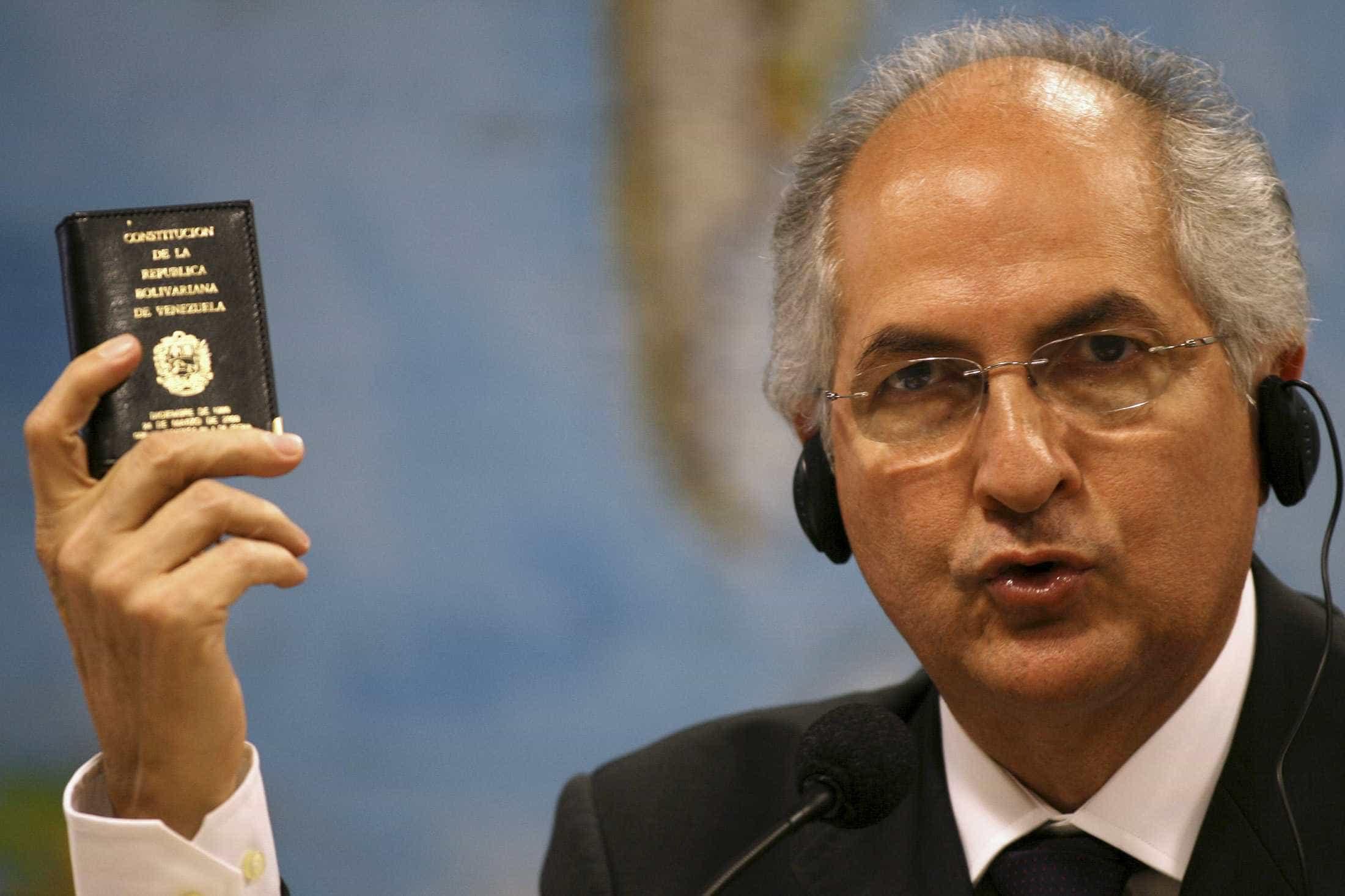 CDS faz conferência com Ledezma, ex-dirigente e exilado em Espanha