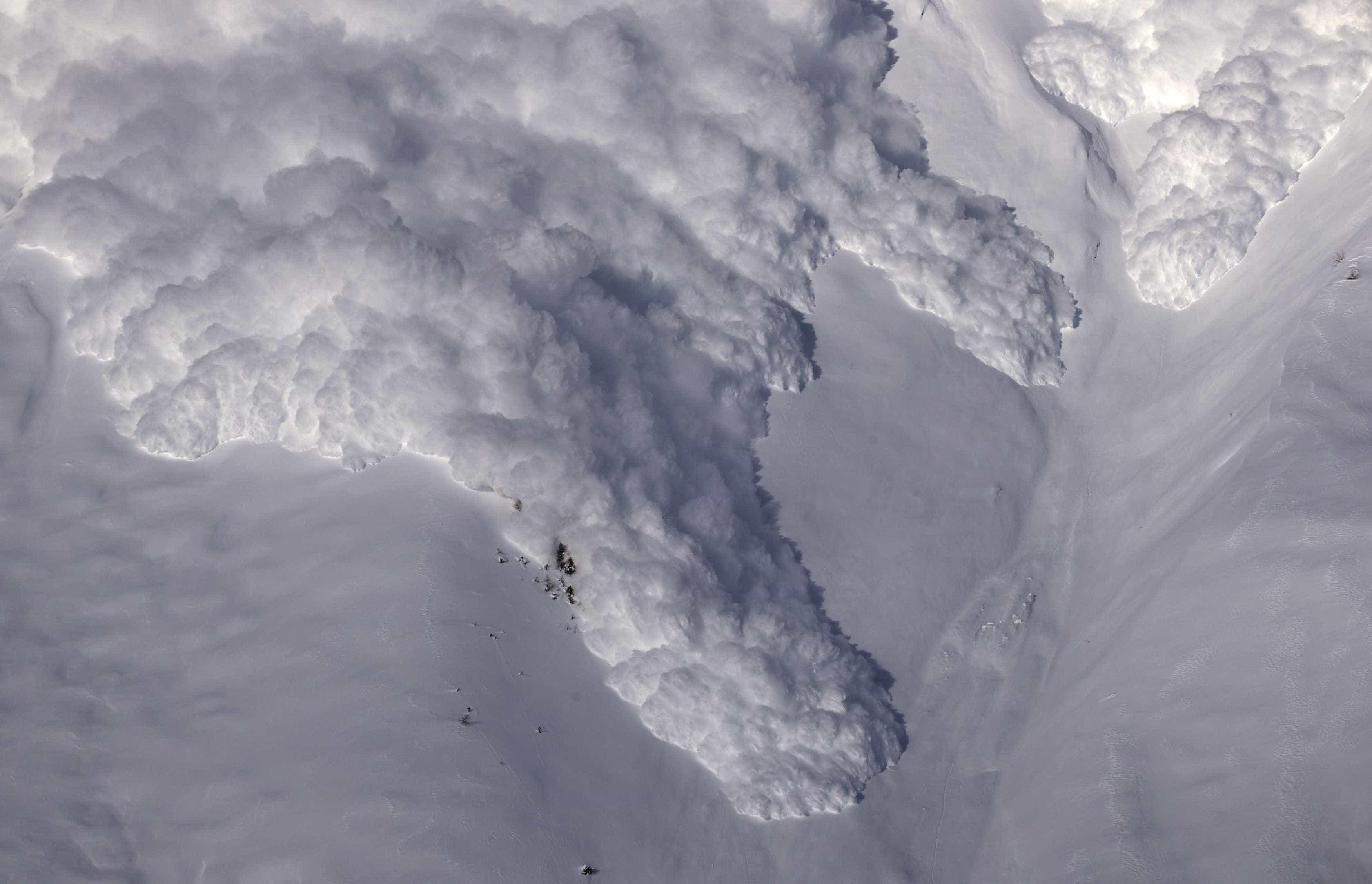 Português filmou avalanche que matou uma pessoa na Suíça