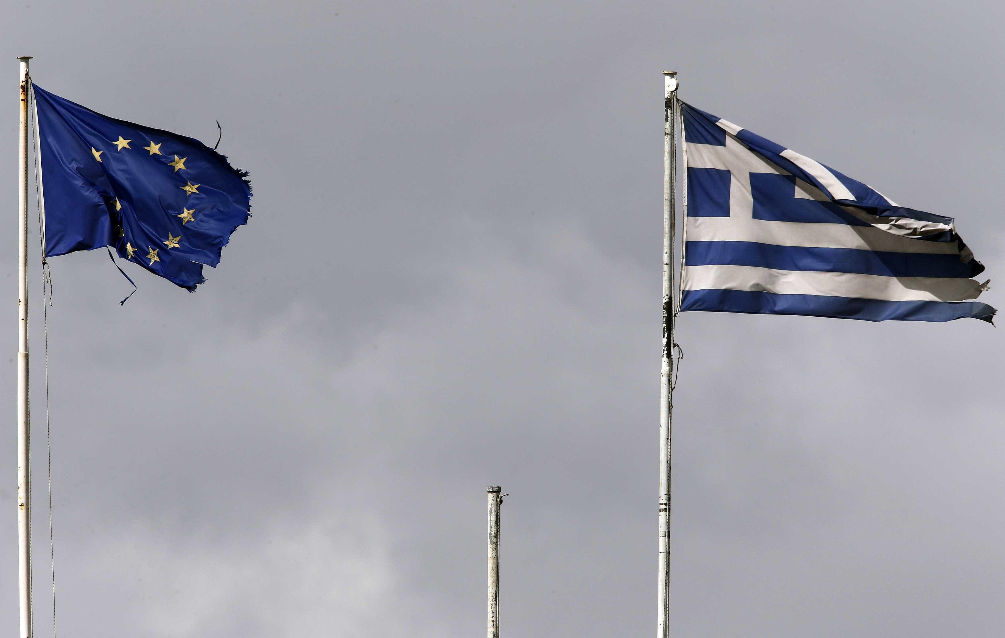 """Cerca de 2.500 migrantes menores na Grécia em situação """"perigosa"""""""