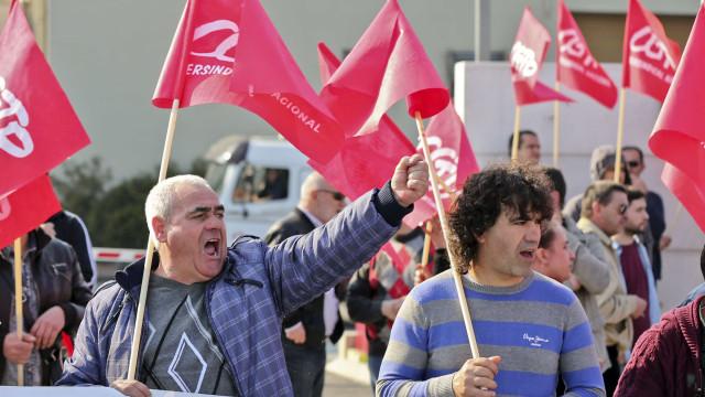 Trabalhadores da Efacec entregam caderno reivindicativo a pedir aumentos