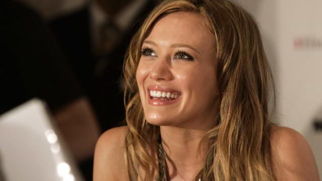 1ecb7b8586d Hilary Duff anuncia nascimento da filha e revela nome e foto da menina
