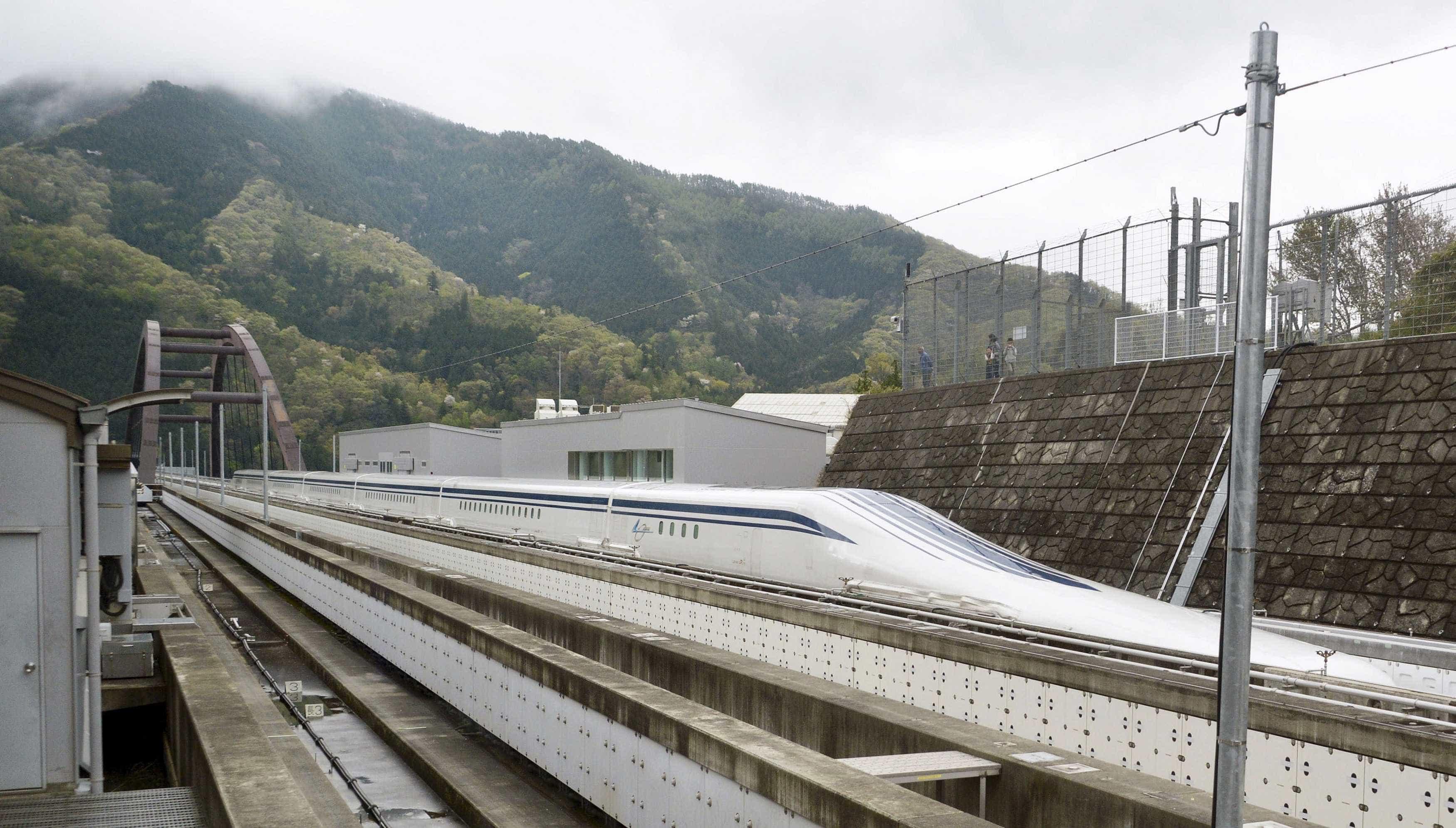 China cria primeiro veículo de inspeção inteligente de ferrovias maglev