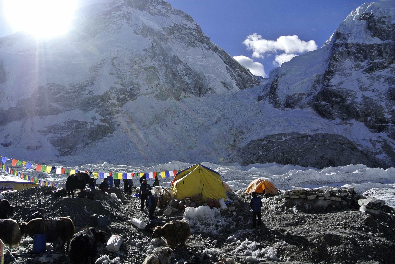 Degelo está expor corpos de alpinistas mortos no monte Evereste