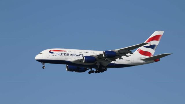 """Passageiros viveram """"pesadelo"""" em viagem de avião que durou 77 horas"""