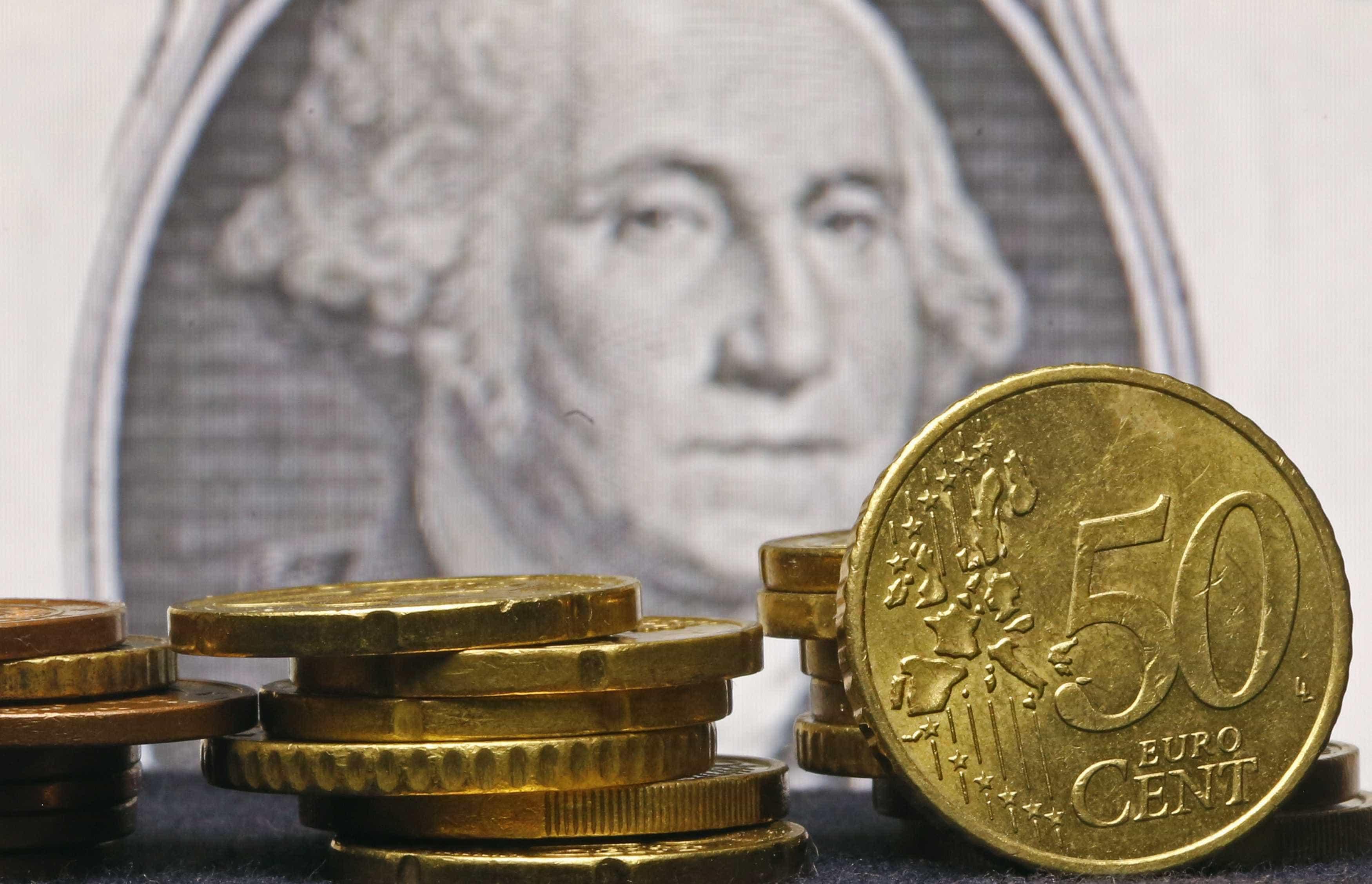 Euro sobe face ao dólar com Trump a pressionar banco central
