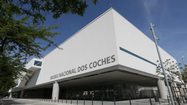 Museu dos Coches expõe 80 desenhos de rua sobre património