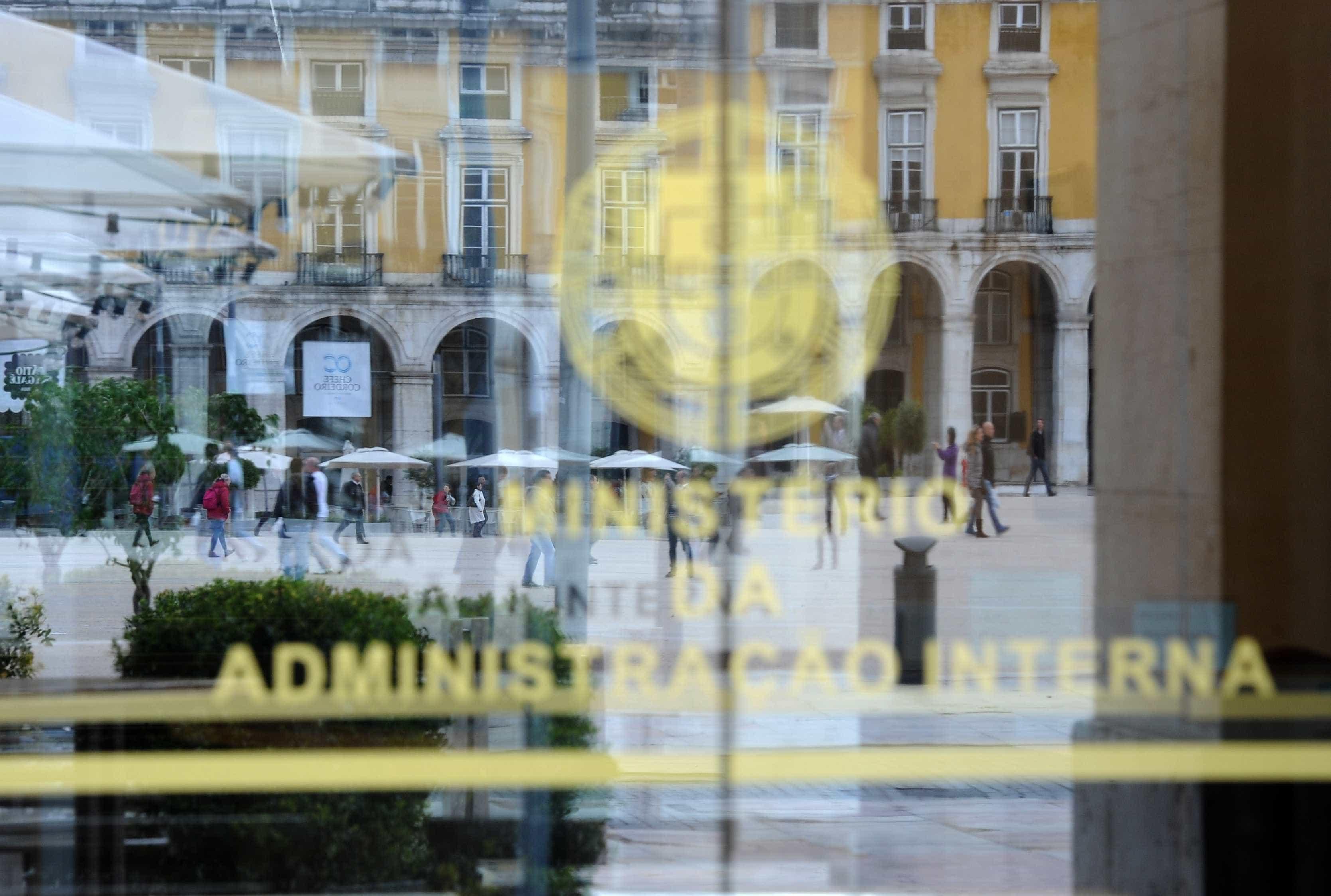 Moradores do Bairro da Jamaica protestam em frente ao MAI em Lisboa