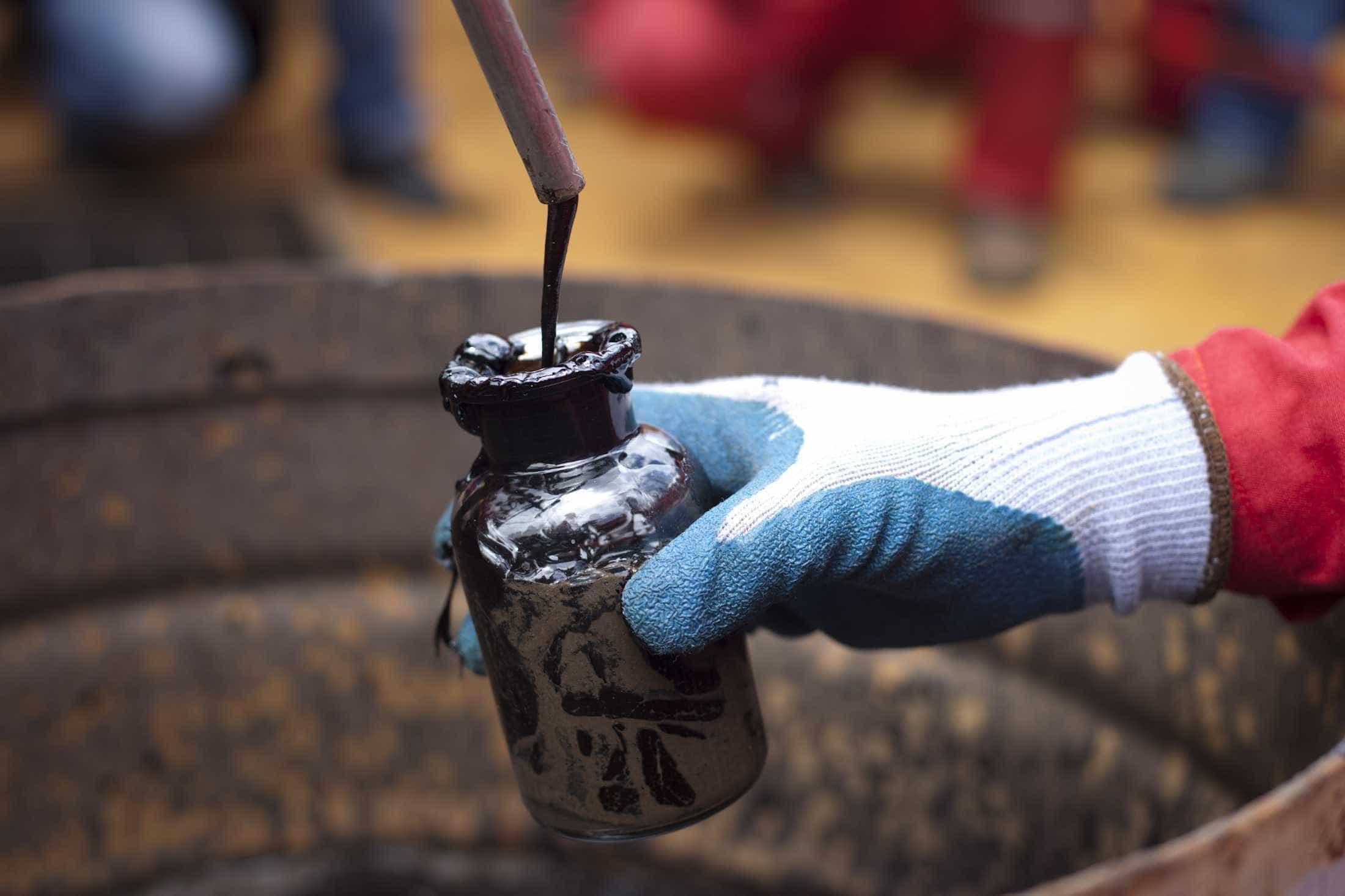 Petróleo continua a afundar e já está abaixo dos 60 dólares em Londres