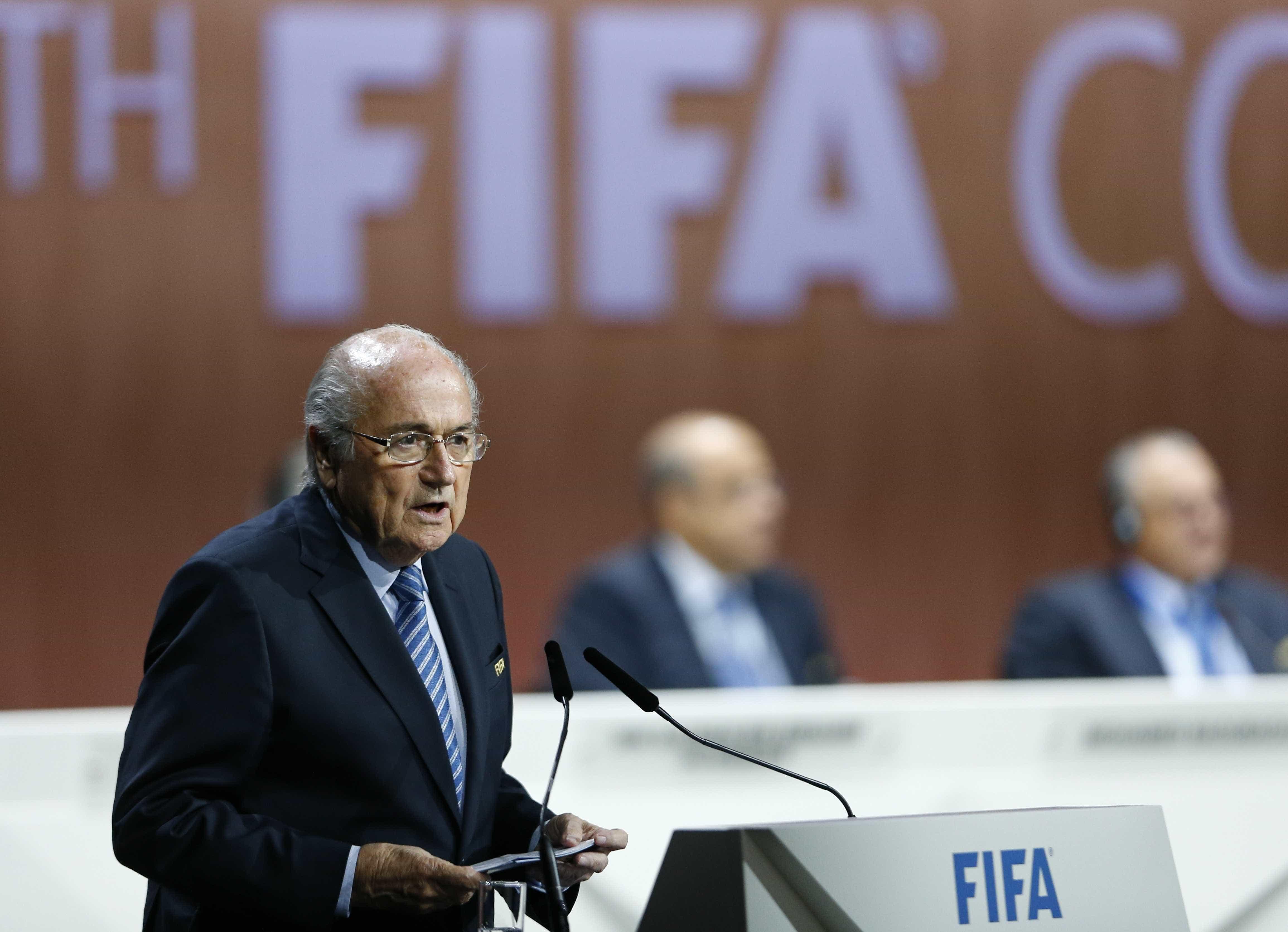 Blatter não se arrepende de imitar CR7 e explica o que quis dizer