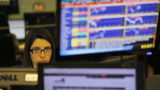 Bolsa de Lisboa em baixa com CTT e Mota-Engil a recuarem mais de 2%