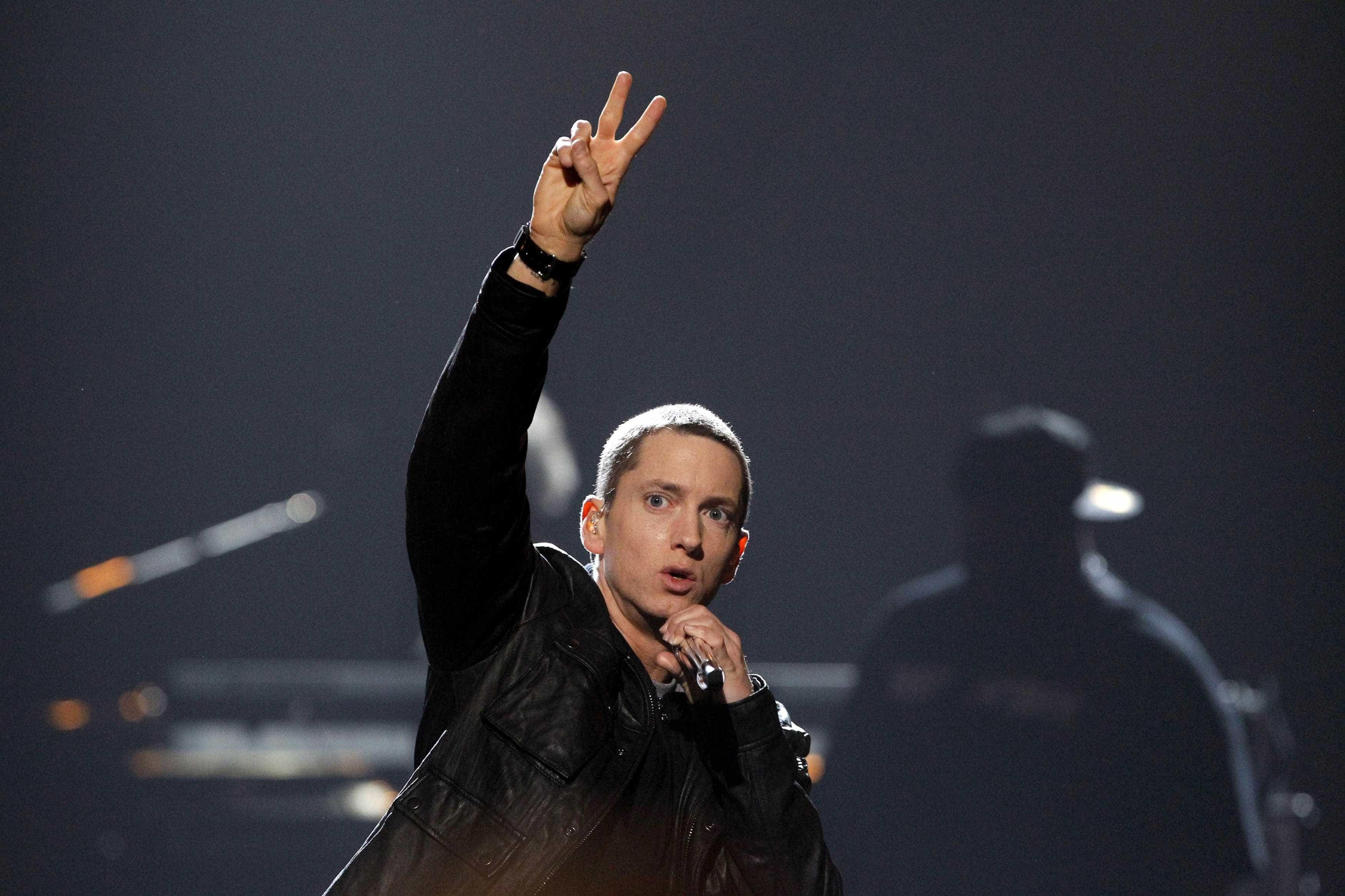 Eminem celebra 11 anos sem consumir álcool e drogas