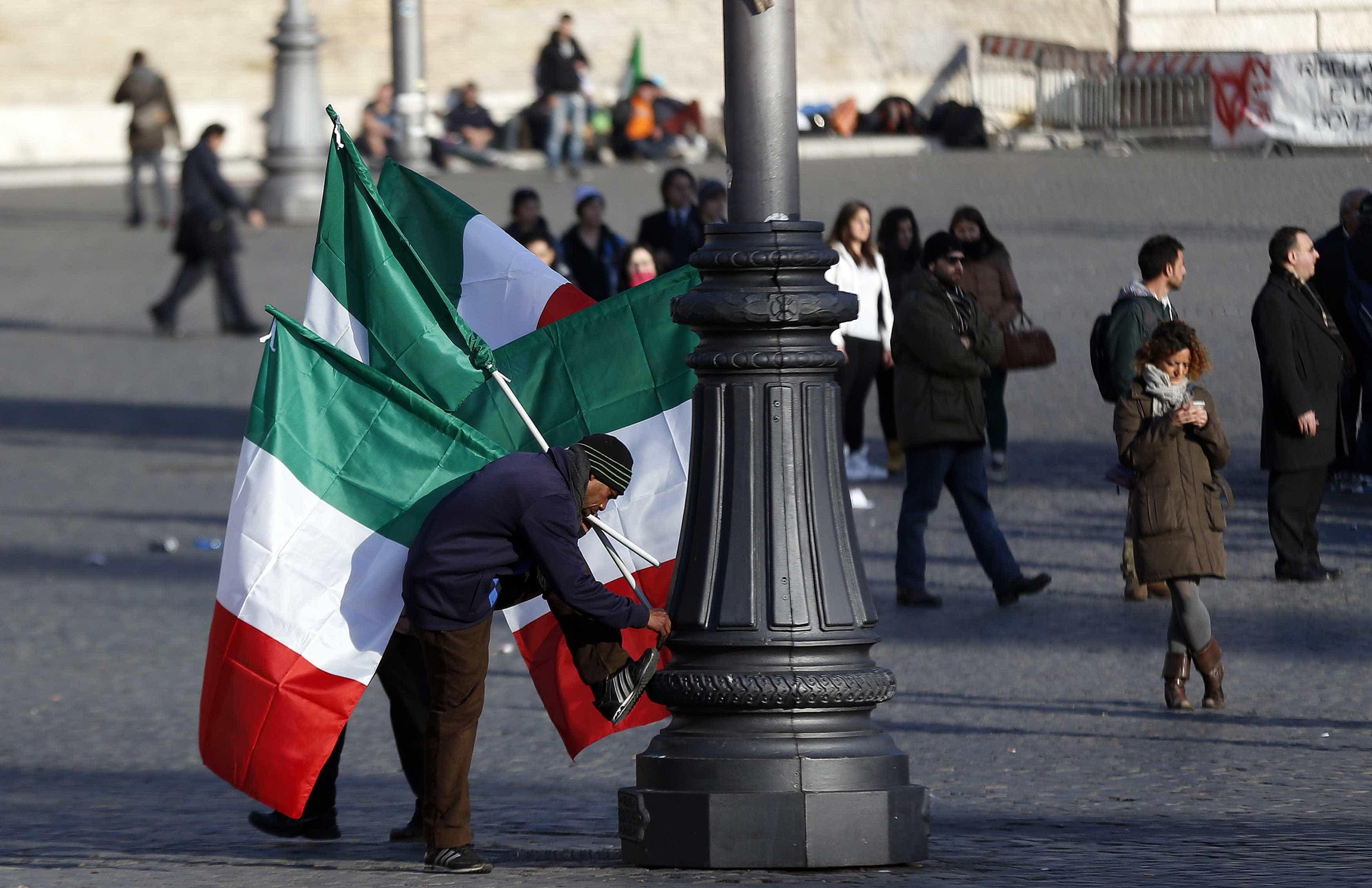 """Bruxelas aponta derrapagem orçamental """"sem precedentes"""" em Itália"""