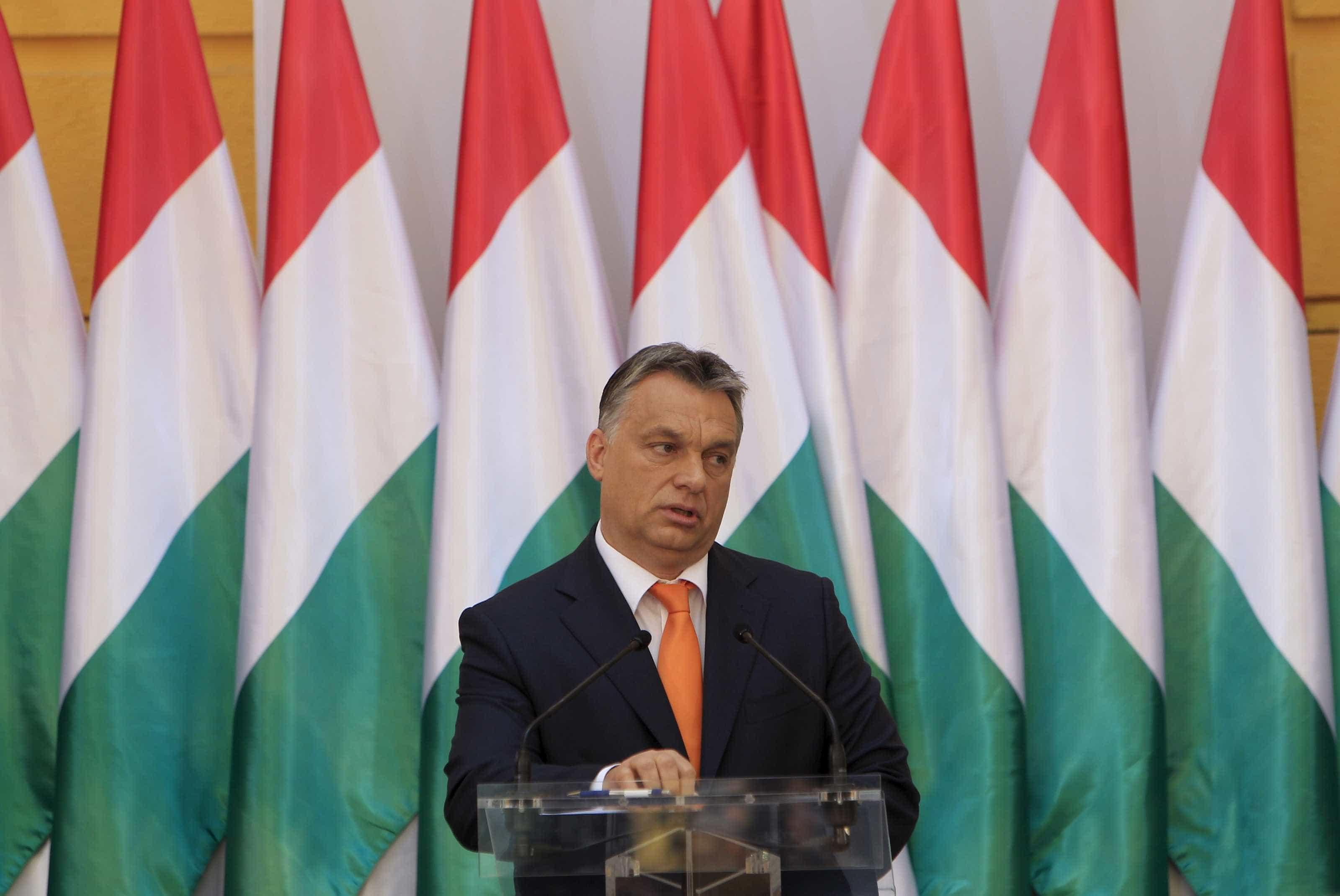 Partido Popular Europeu suspende partido Fidesz de Viktor Orbán