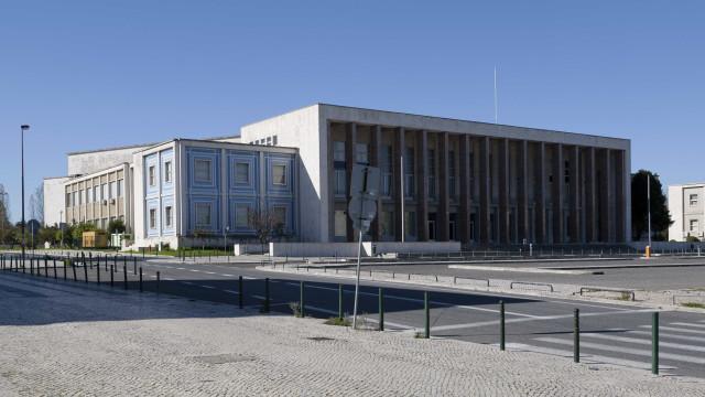 Universidade anula doutoramento a autarca acusado de plágio