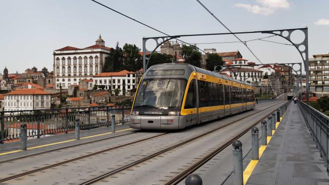Atropelamento no Metro do Porto fere quatro adolescentes