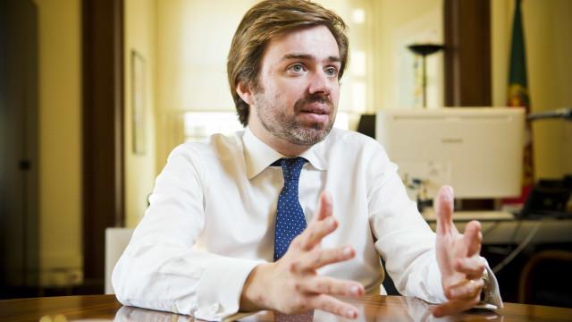 """CDS elenca """"três obrigações do esquerdista militante"""" que apoia o Governo"""