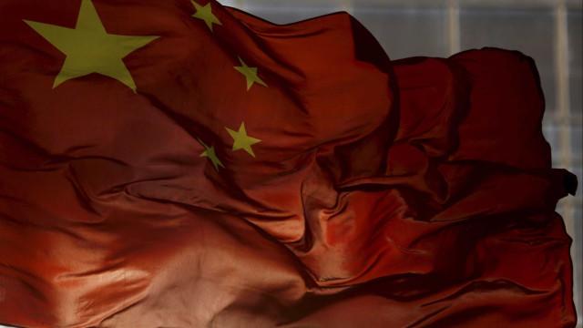 China congela mais de mil milhões de plataformas online de crédito