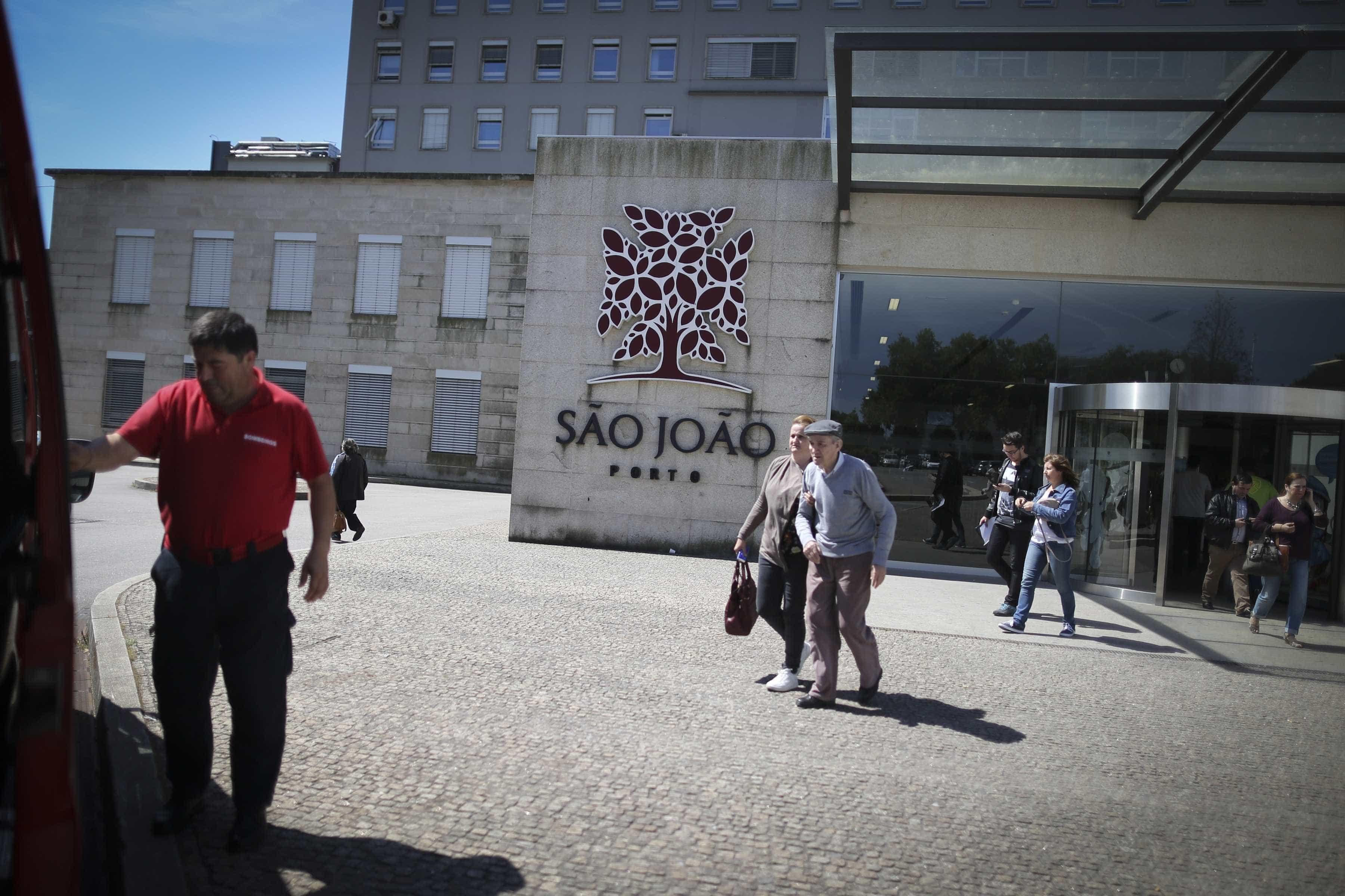 """Pais acusam Governo de """"mentir"""" sobre nova ala pediatria no São João"""