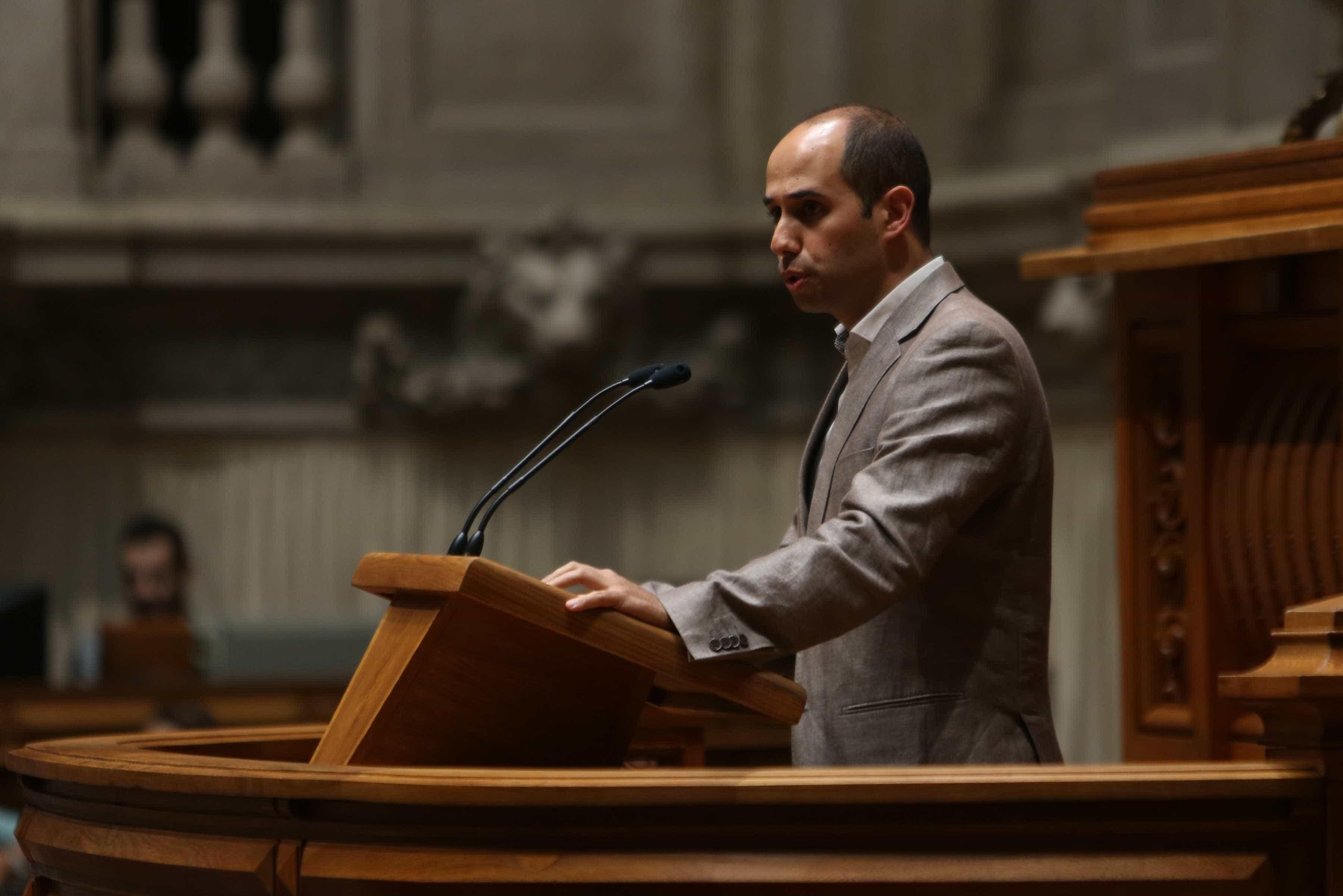 """Bloco diz que remodelação não corresponde a qualquer """"alteração política"""""""
