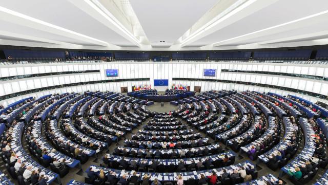 Parlamento Europeu debate Brexit e lei para denunciantes na última sessão