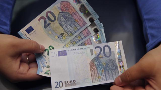 """Empresário confessa que fabricou notas de 20 euros por """"brincadeira"""""""