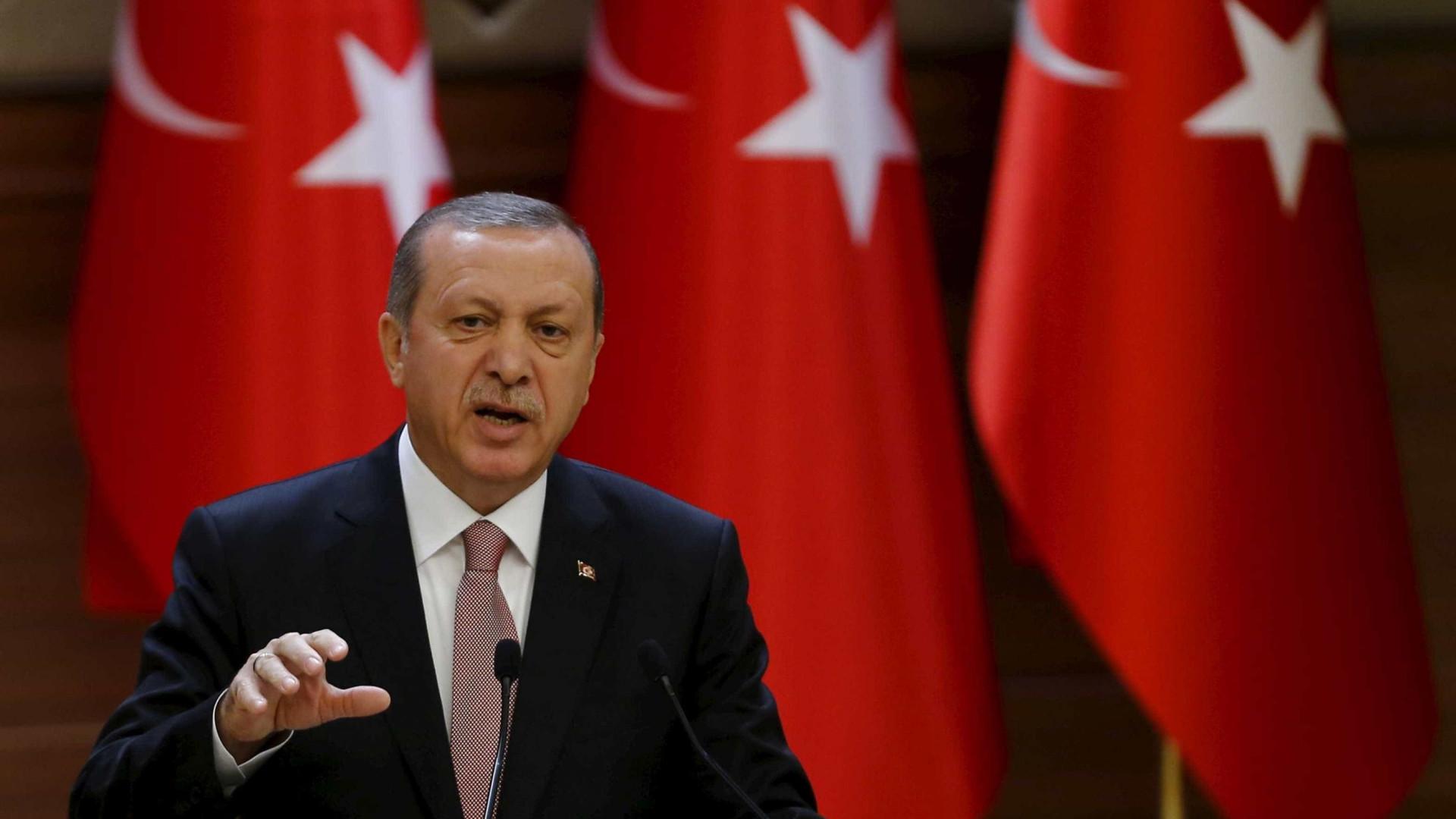 Erdogan confirma presença de combatentes sírios pró-Ancara na Líbia