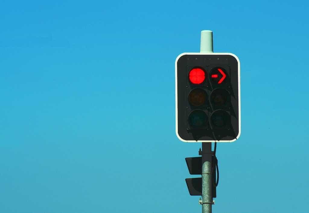 Carros da Tesla vai avisar se estiver prestes a passar um sinal vermelho