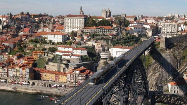 Circulação automóvel na Ribeira do Porto vai ter hoje várias alterações
