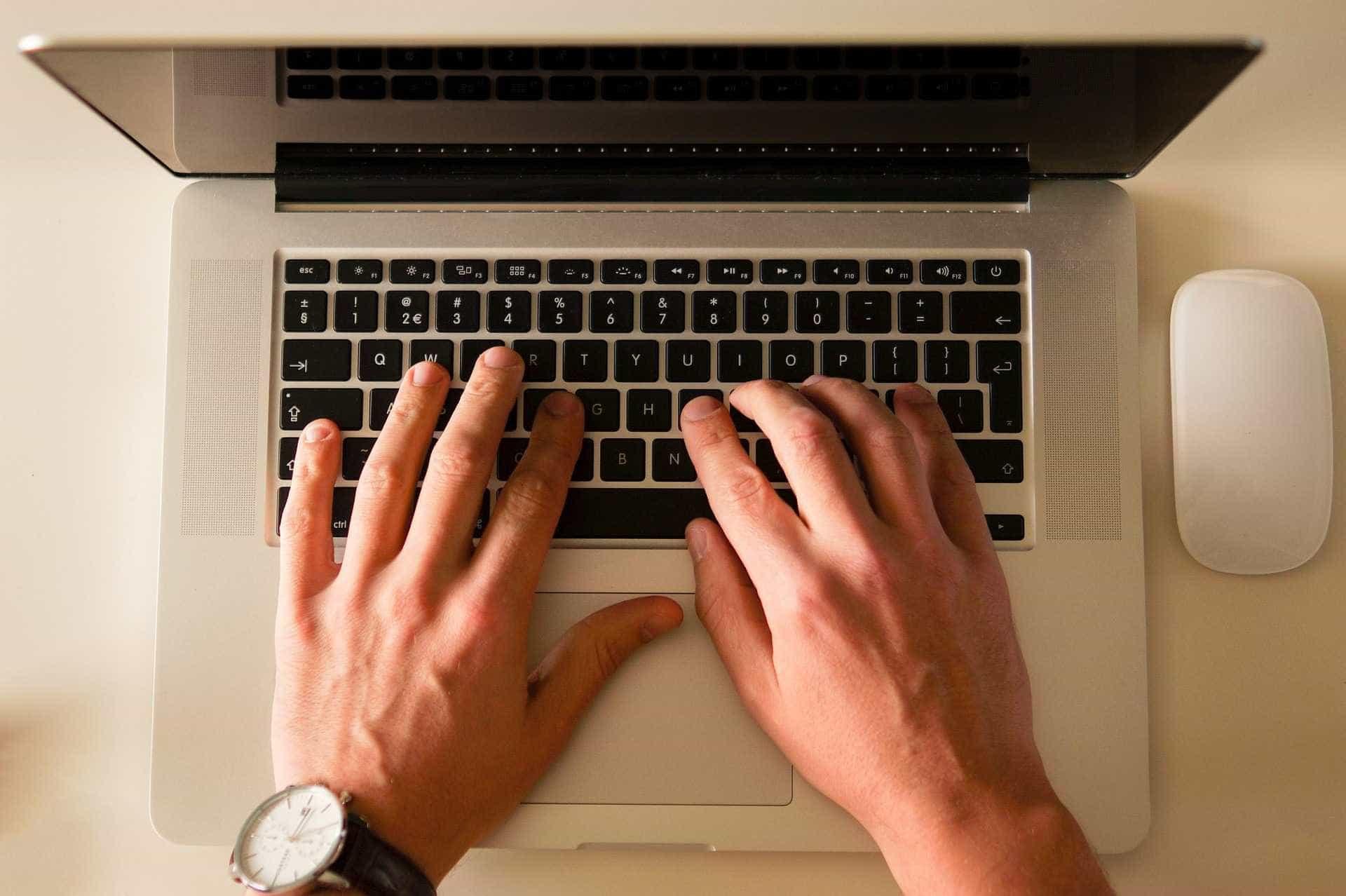 Maioria dos consumidores valoriza críticas e comentários em redes sociais