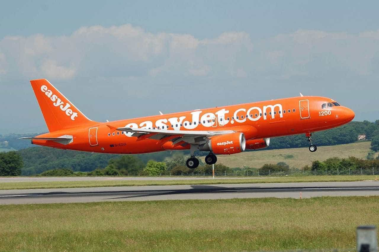 Mulher de 64 anos morre a bordo de avião da easyJet