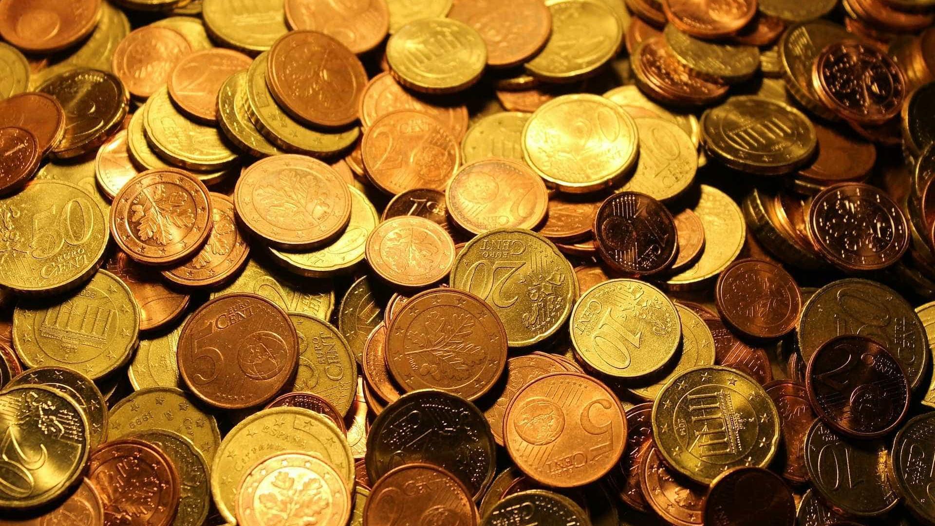 Euro recua ligeiramente depois de ter ultrapassado 1,13 dólares