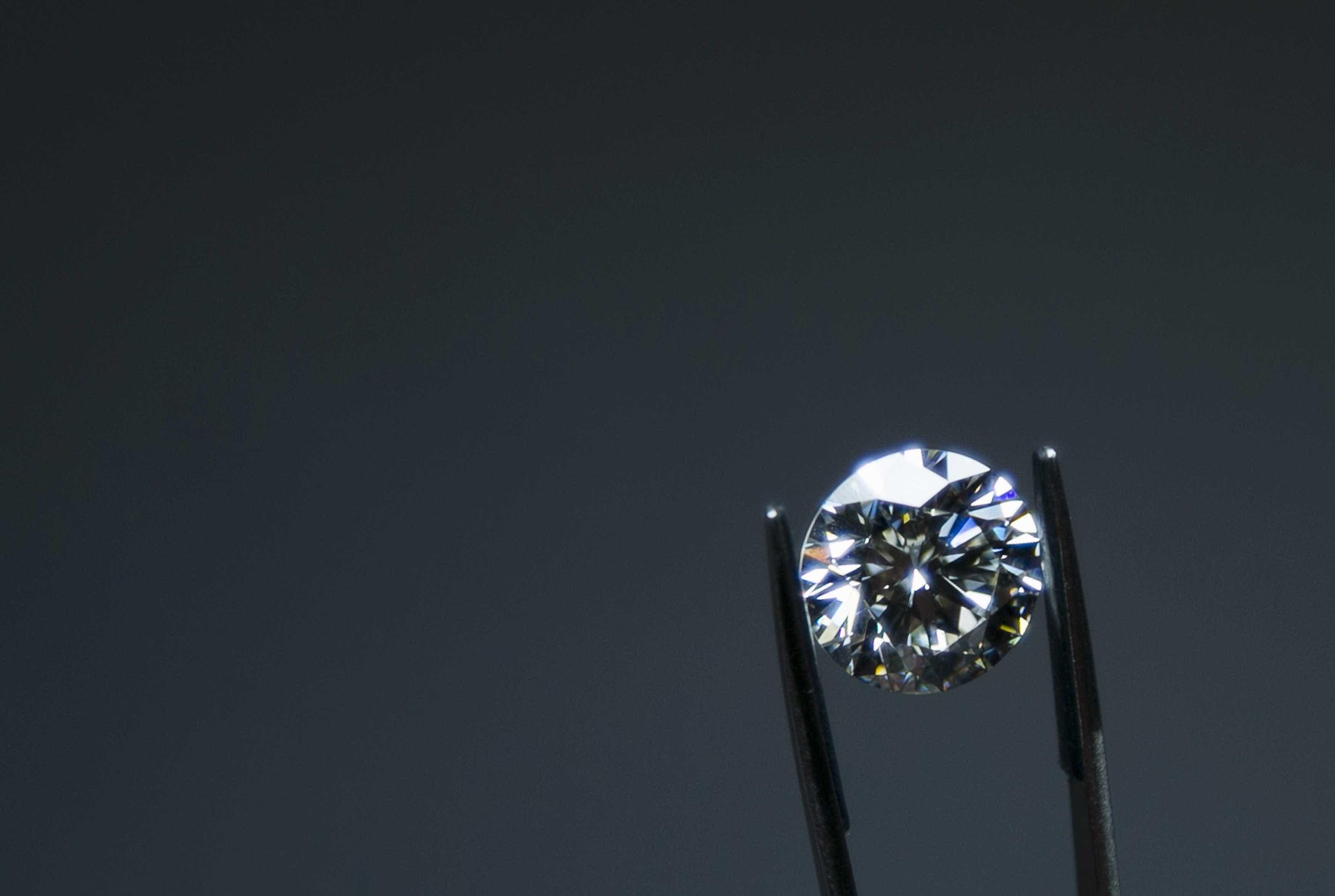 Absolvidos 18 acusados de roubar 38 milhões de euros de diamantes