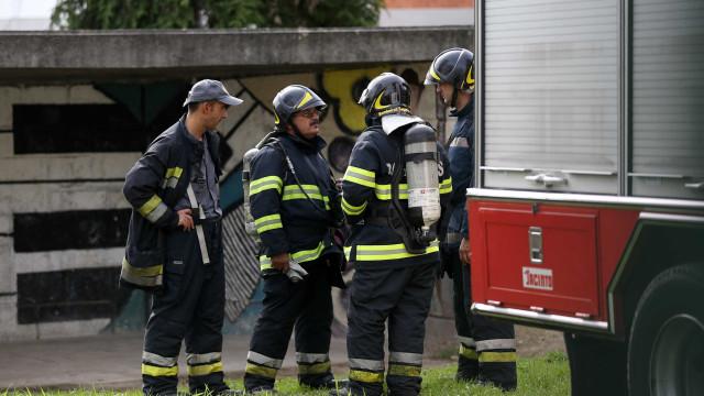Incêndio numa 'ilha' do Porto fez dois feridos e destruiu habitação