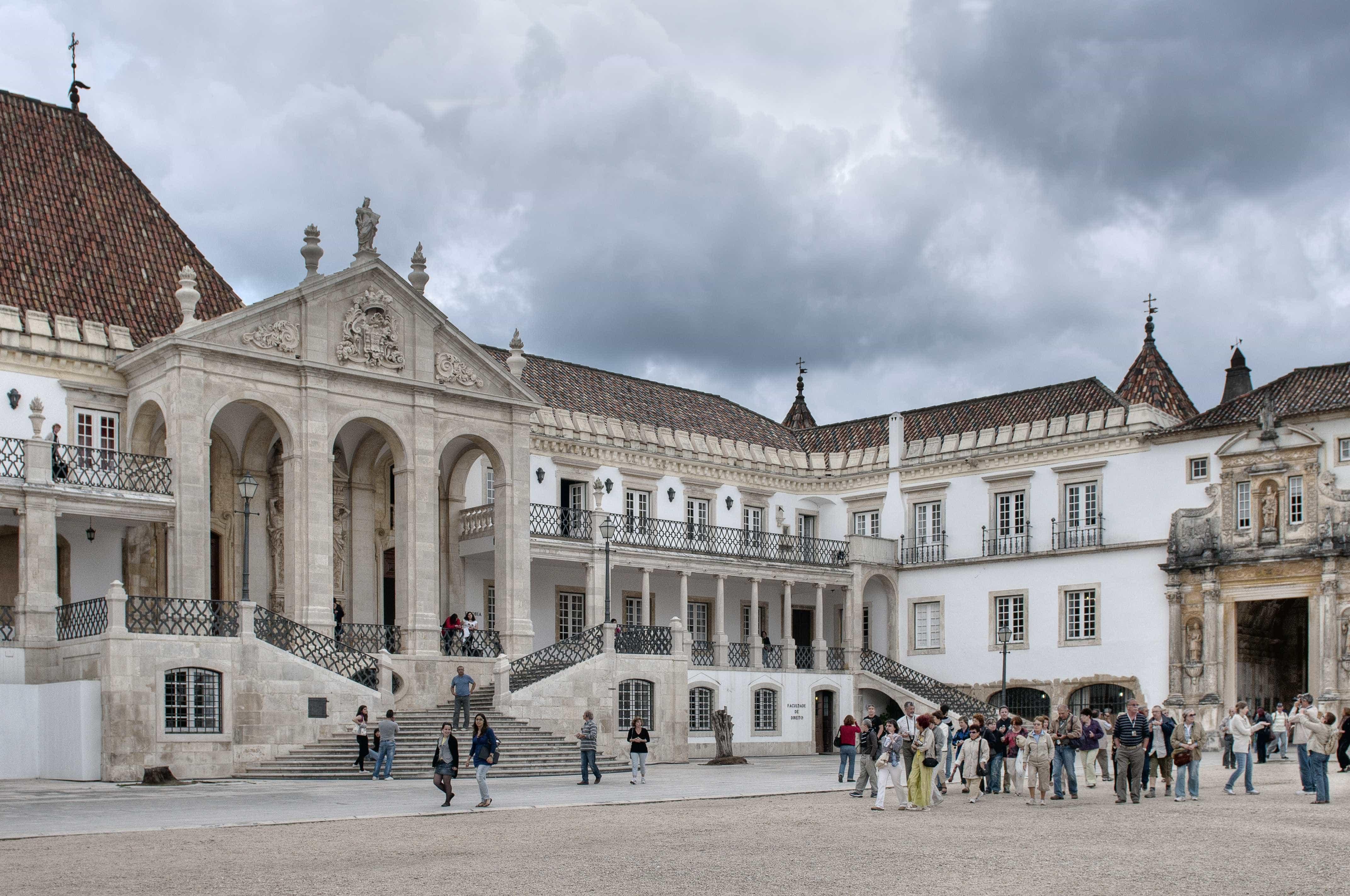 Associação Académica de Coimbra congratula-se com redução das propinas
