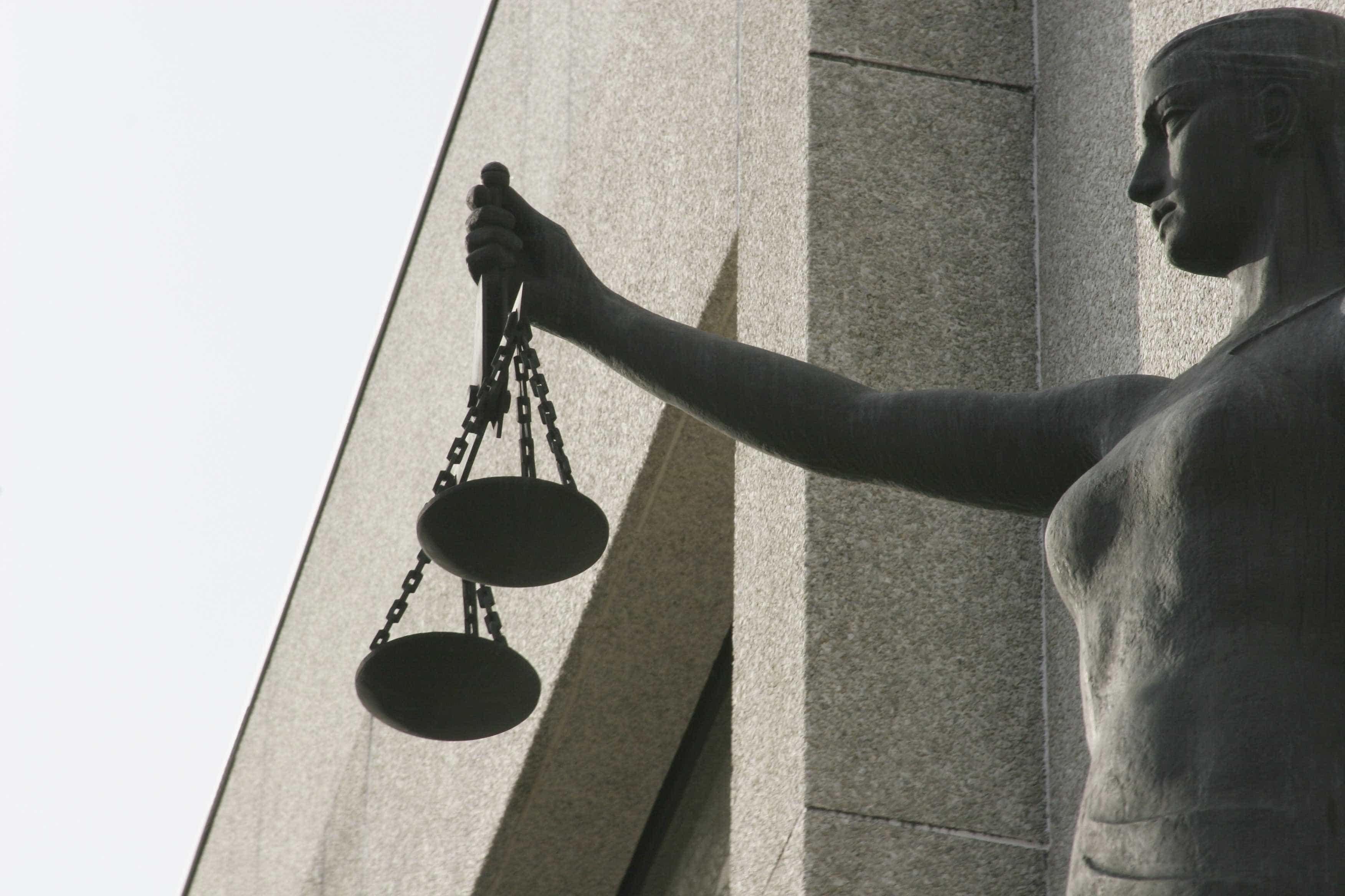 Três homens acusados de burla em esquema de falsos serviços financeiros