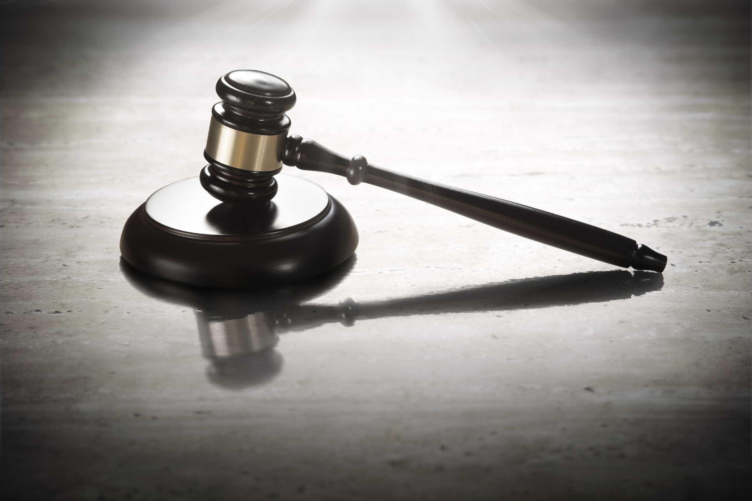 """Violência doméstica: Juiz julgado por """"atormentar"""" ex-mulher"""