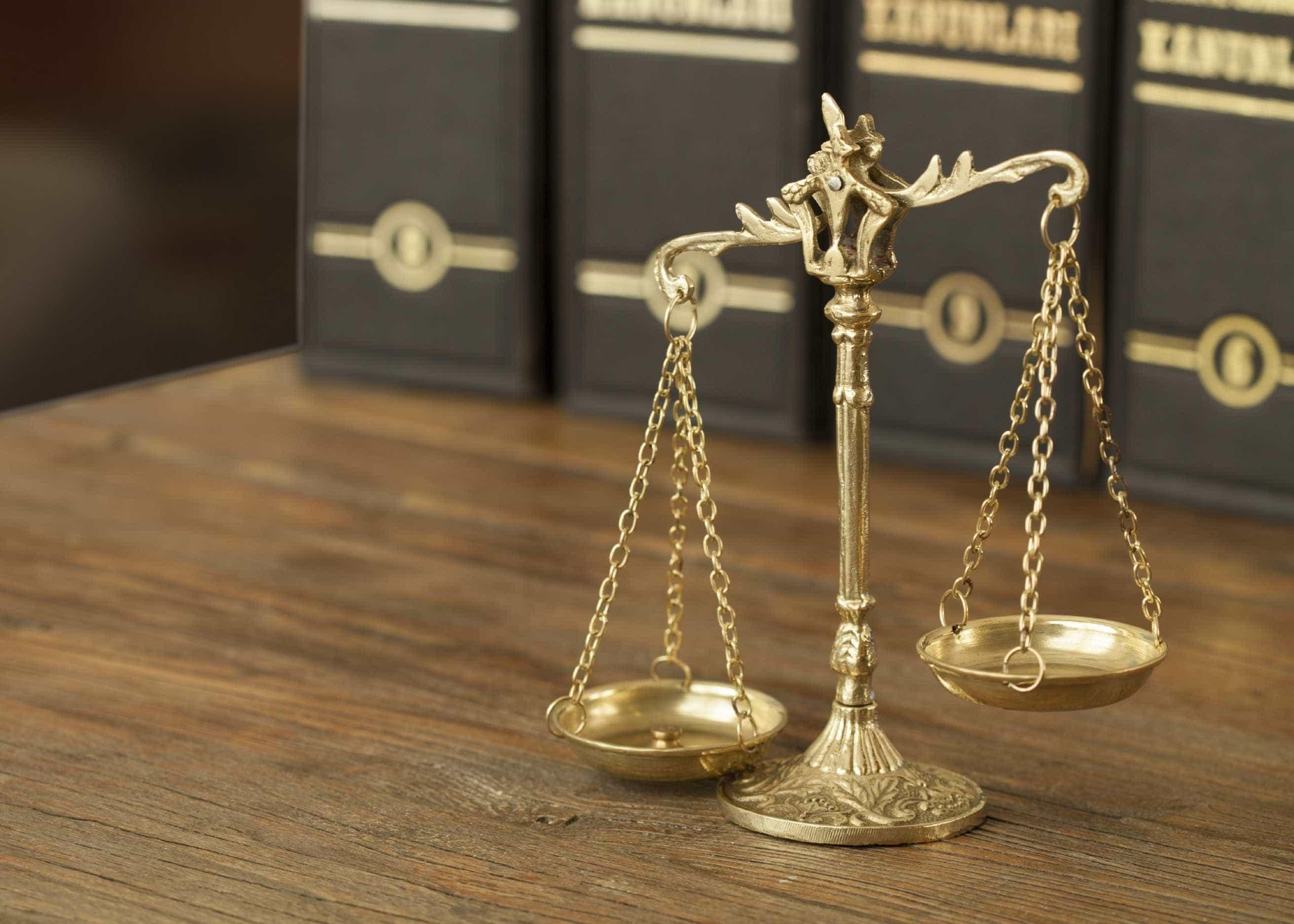 """Tribunal absolveu funcionário judicial acusado de """"passar"""" informações"""