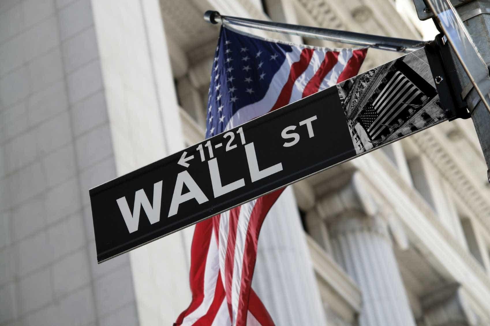 Wall Street encerra sem rumo com a maior queda em dez anos do retalho