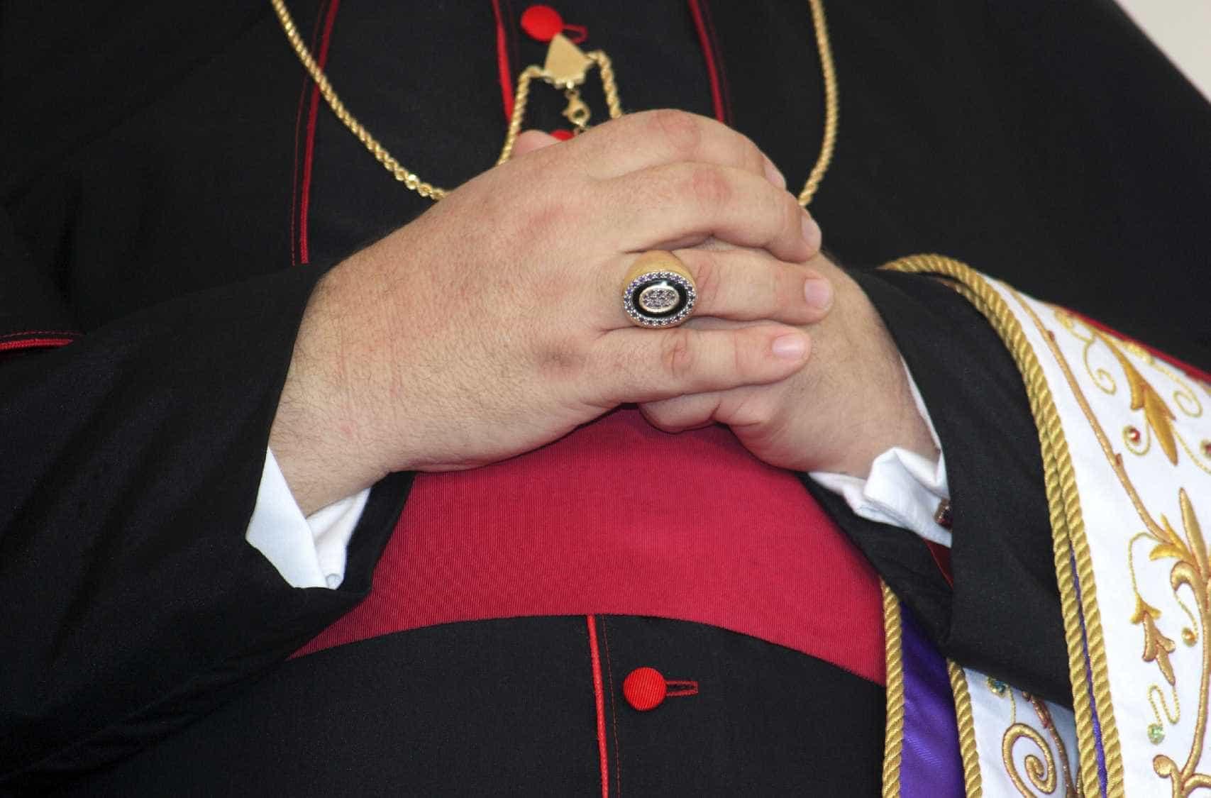 MP francês pede levantamento da imunidade do representante do Vaticano