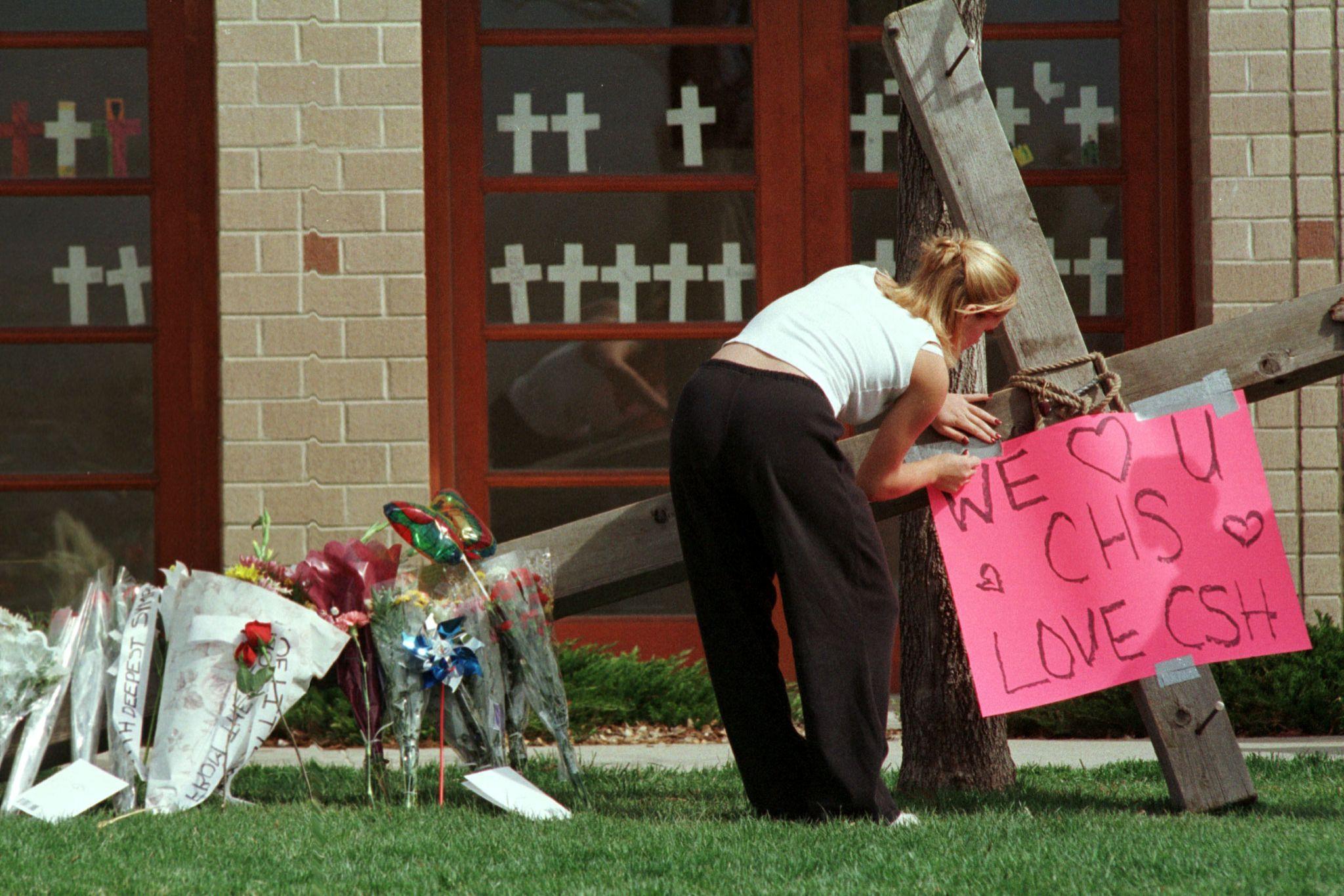 Autoridades procuram jovem armada e obcecada por massacre de Columbine
