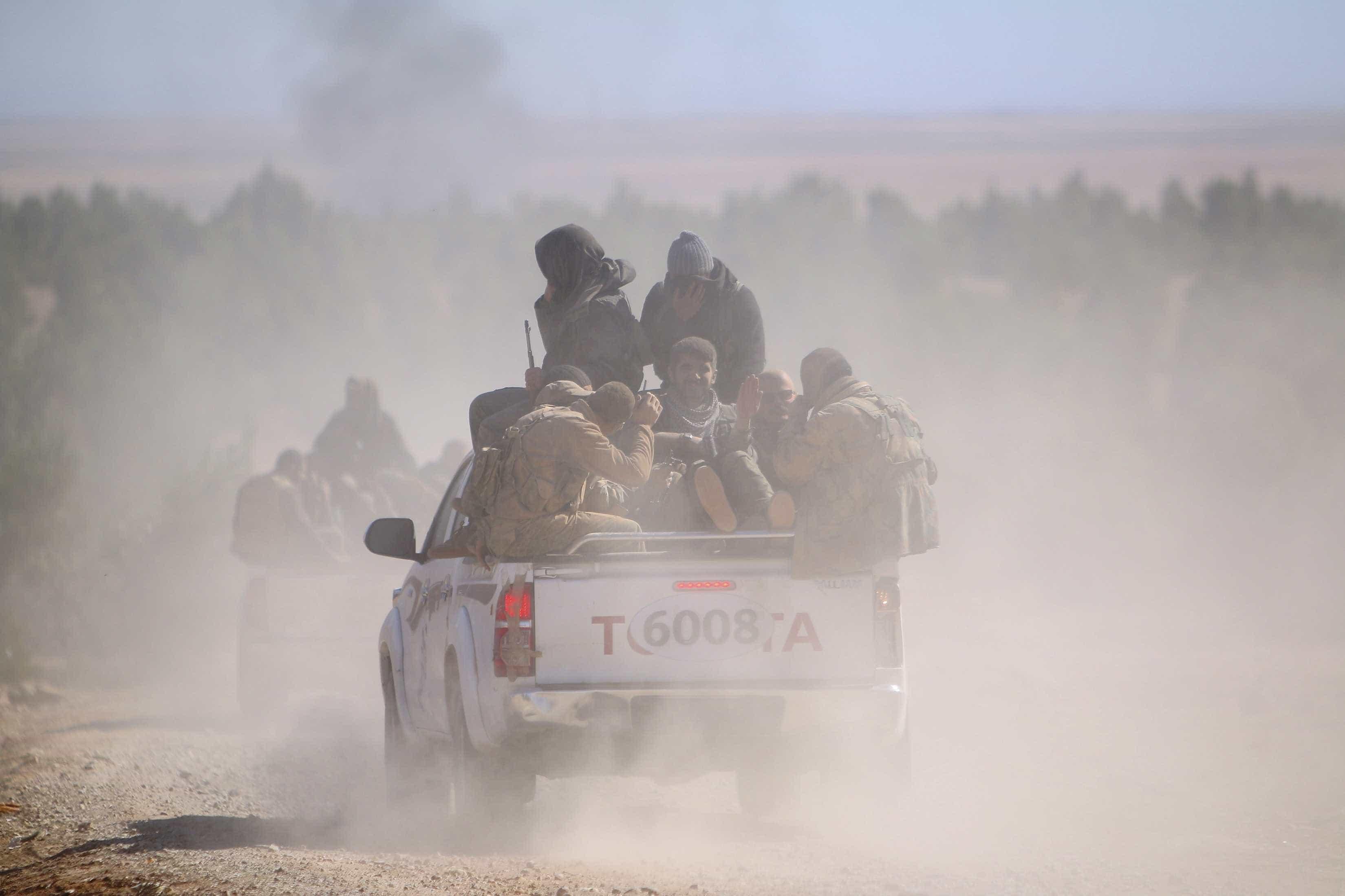 """Curdos anunciam início da """"batalha decisiva"""" para """"eliminar jihadistas"""""""