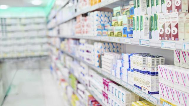Farmácias pedem intervenção do Infarmed na falta de medicamentos