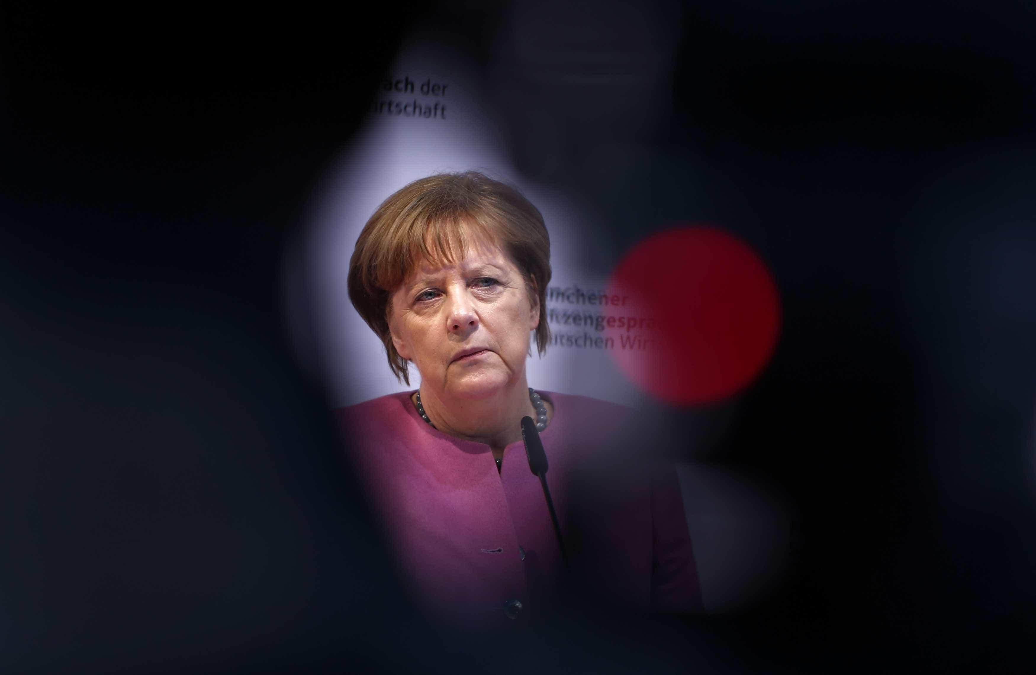 """Merkel enfrenta """"teste decisivo"""" nas eleições de domingo na Baviera"""