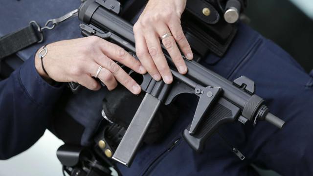 Um morto e um ferido grave em tiroteio em França