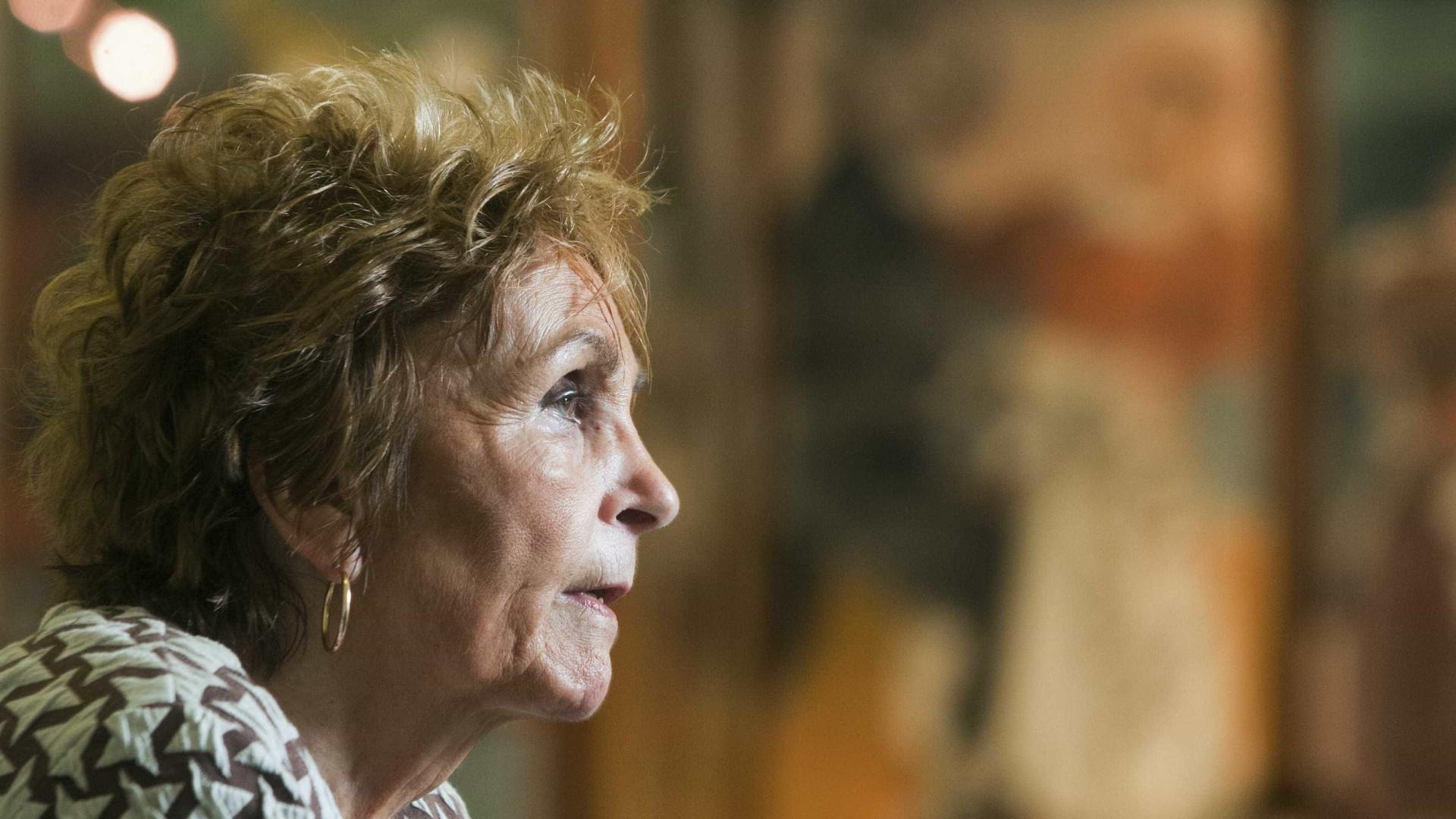 Retrato raro de Paula Rego arrematado por 266 mil euros em Londres