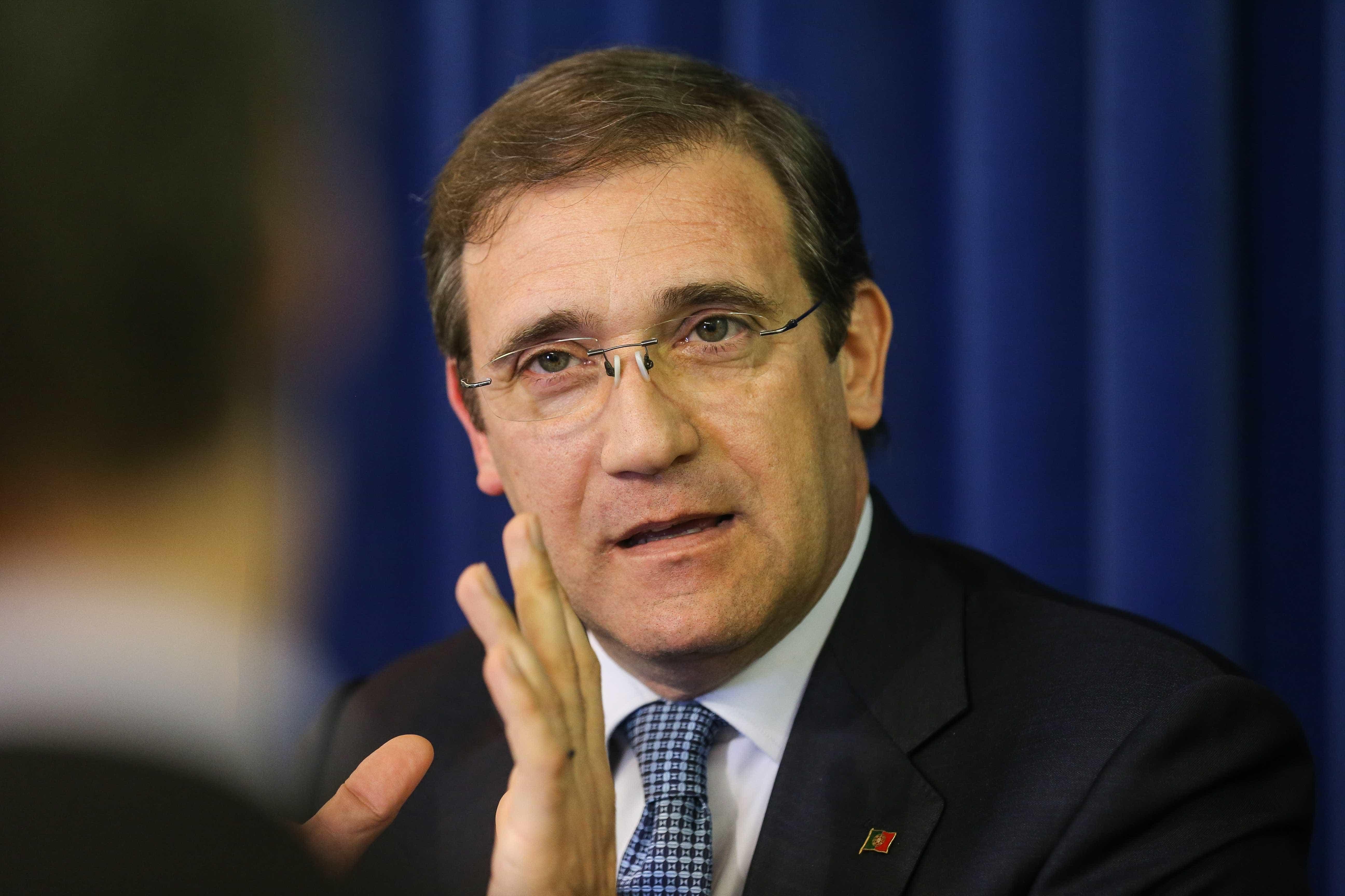Saída de Henrique Gomes não mudou política do Governo, responde Passos