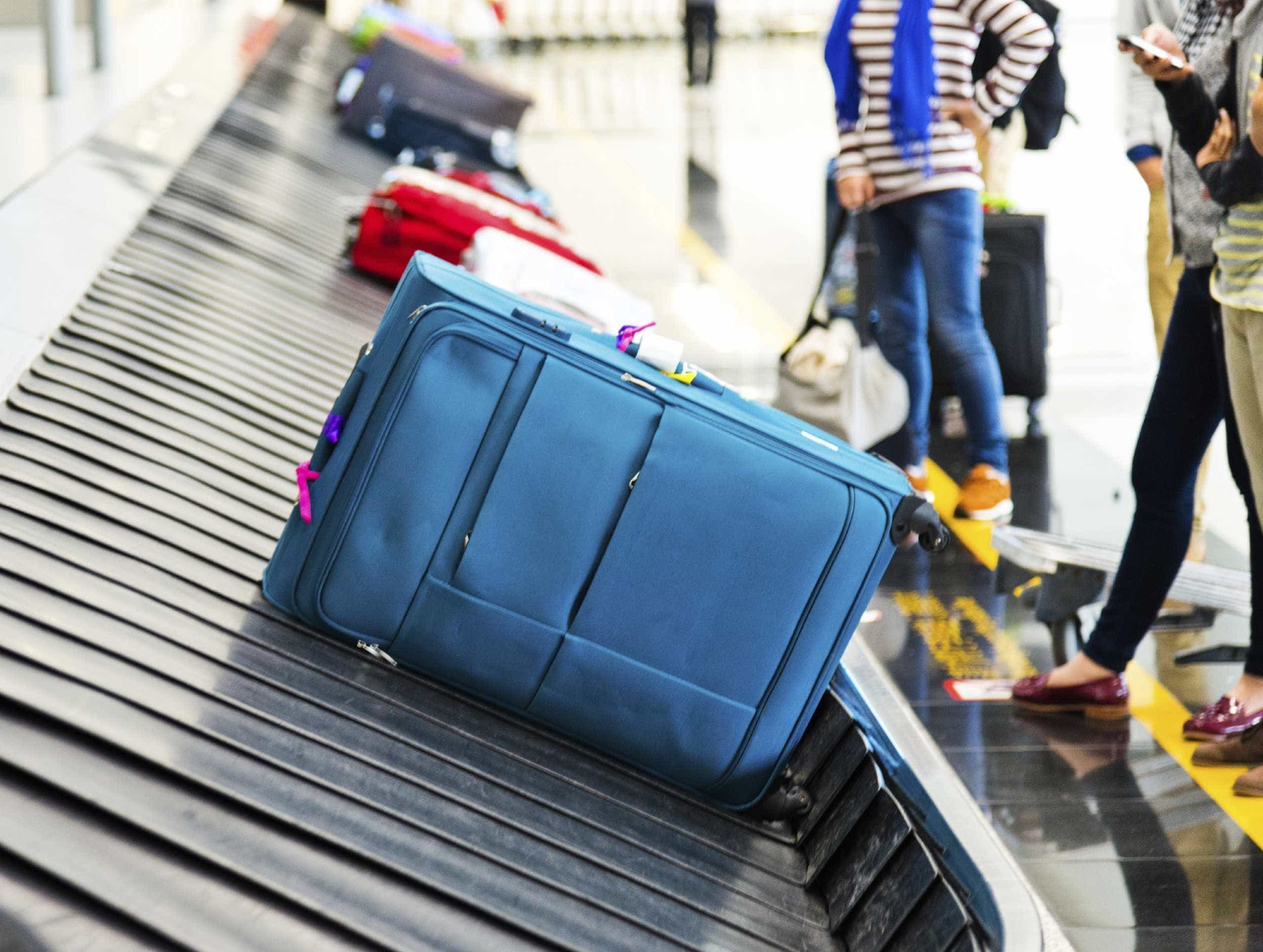Rouba relógio a mulher mesmo antes de embarcar em voo internacional