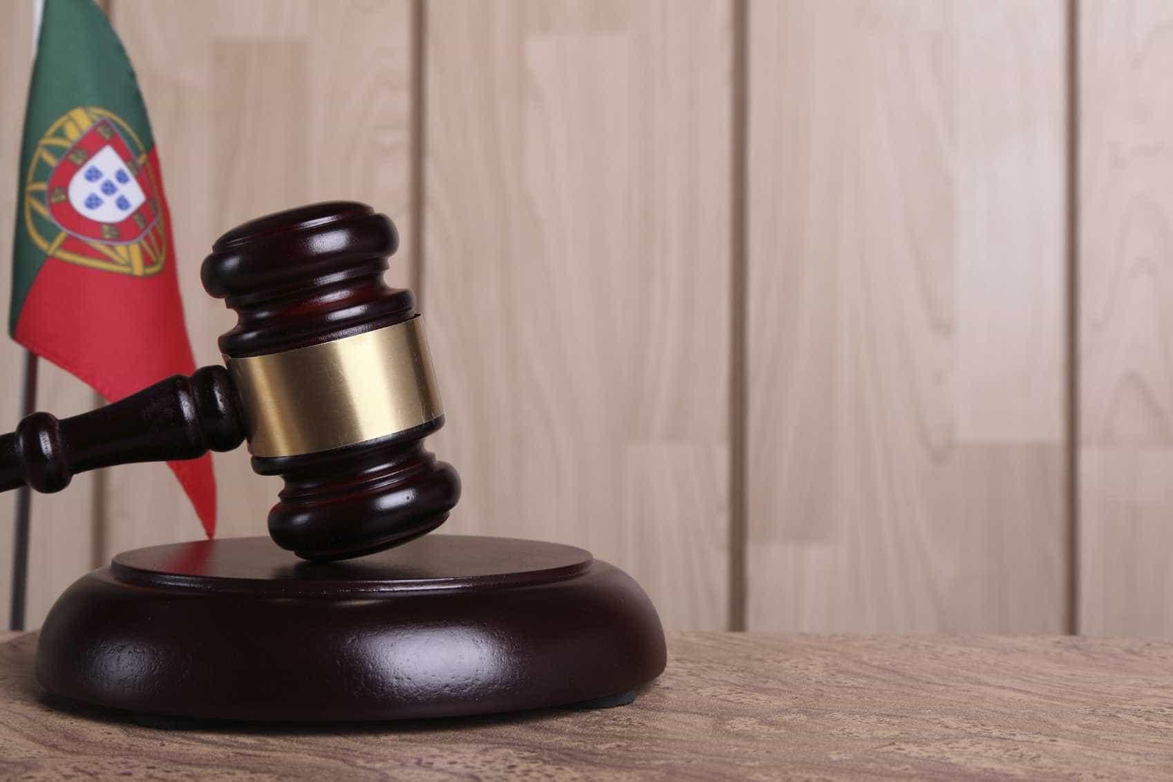 Quatro anos de pena suspensa para homem que agrediu mãe cega